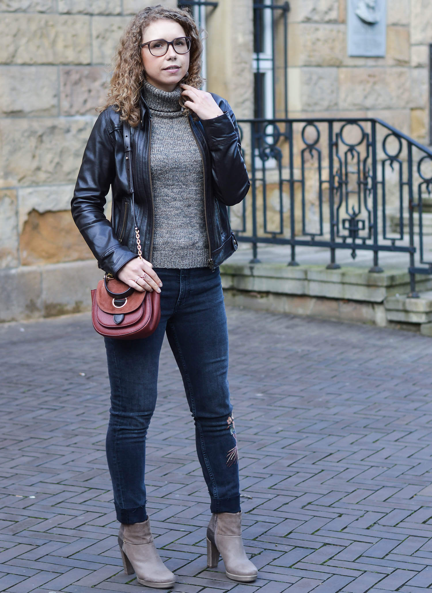Outfit-Knit-Leather-Jacket-and-Embroidered-Denim-Kationette-Fashionblogger