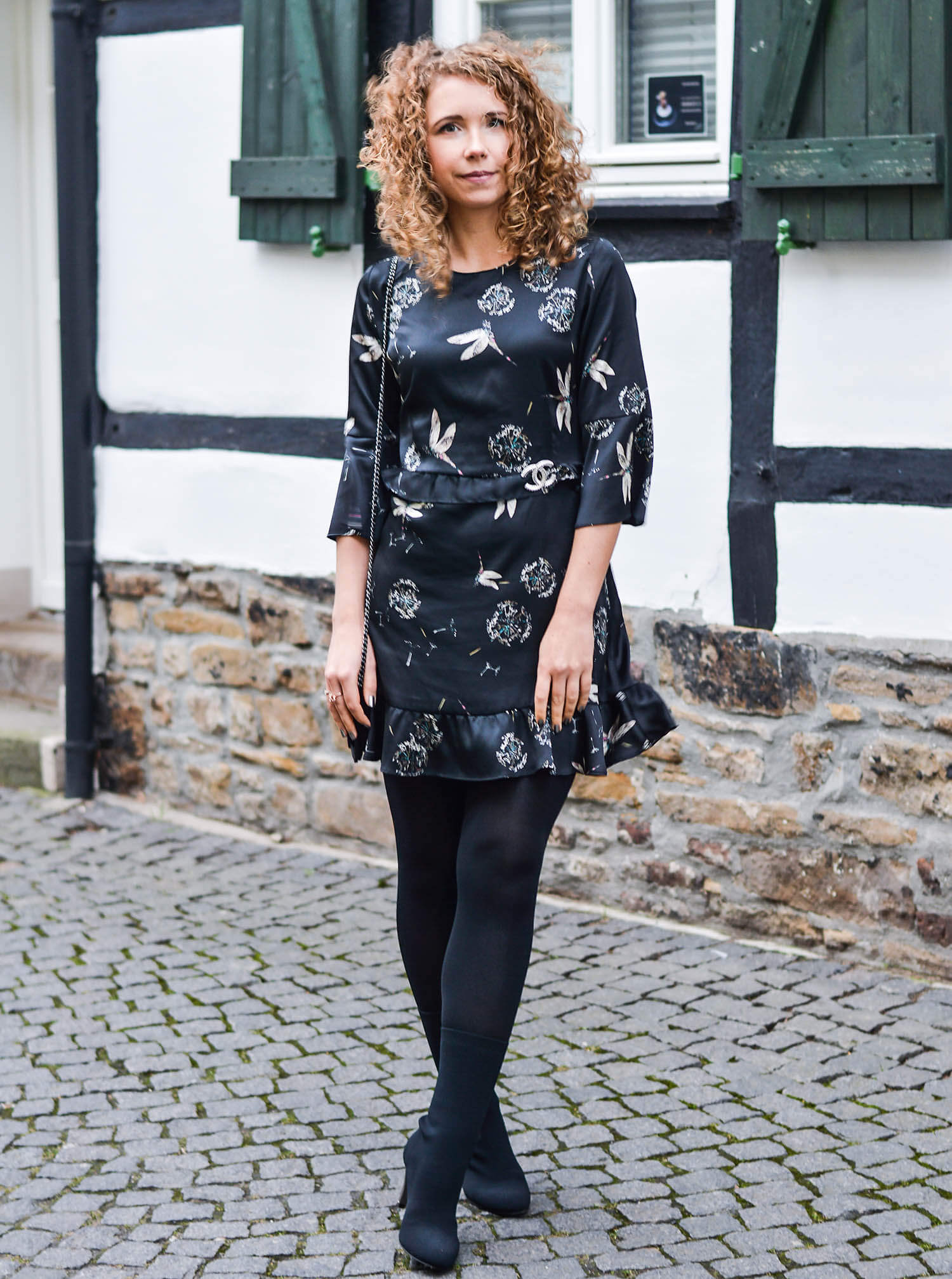 Kationette-fashionblogger-nrw-Outfit-My-New-Year's-Eve-Style-with-new-Zara-Sale-Dress-Sockboots-and-Chanel
