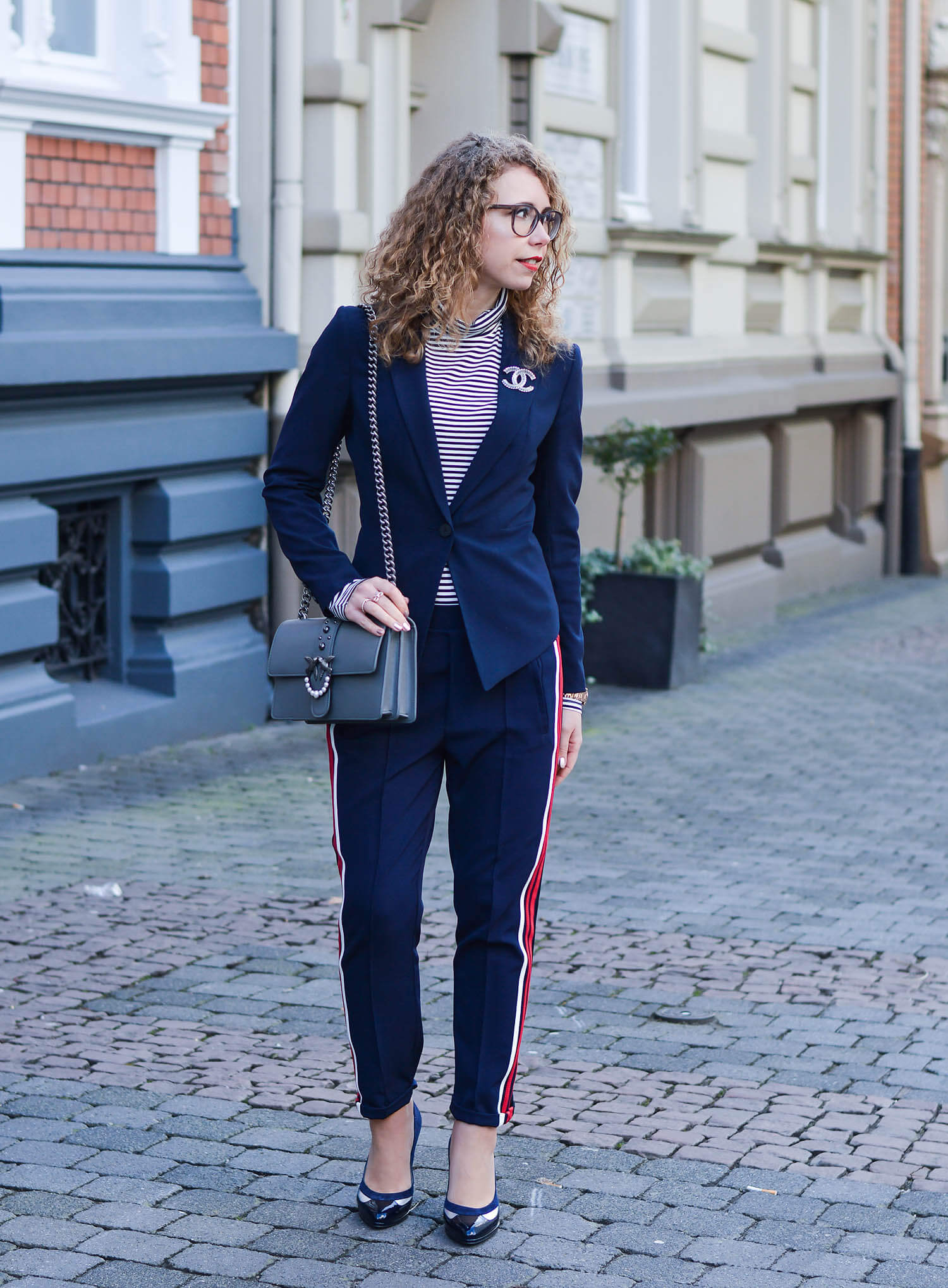 Outfit-How-to-style-Track-Pants-in-an-elegant-Way-with-Blazer-and-High-Heels-kationette-fashionblogger-nrw