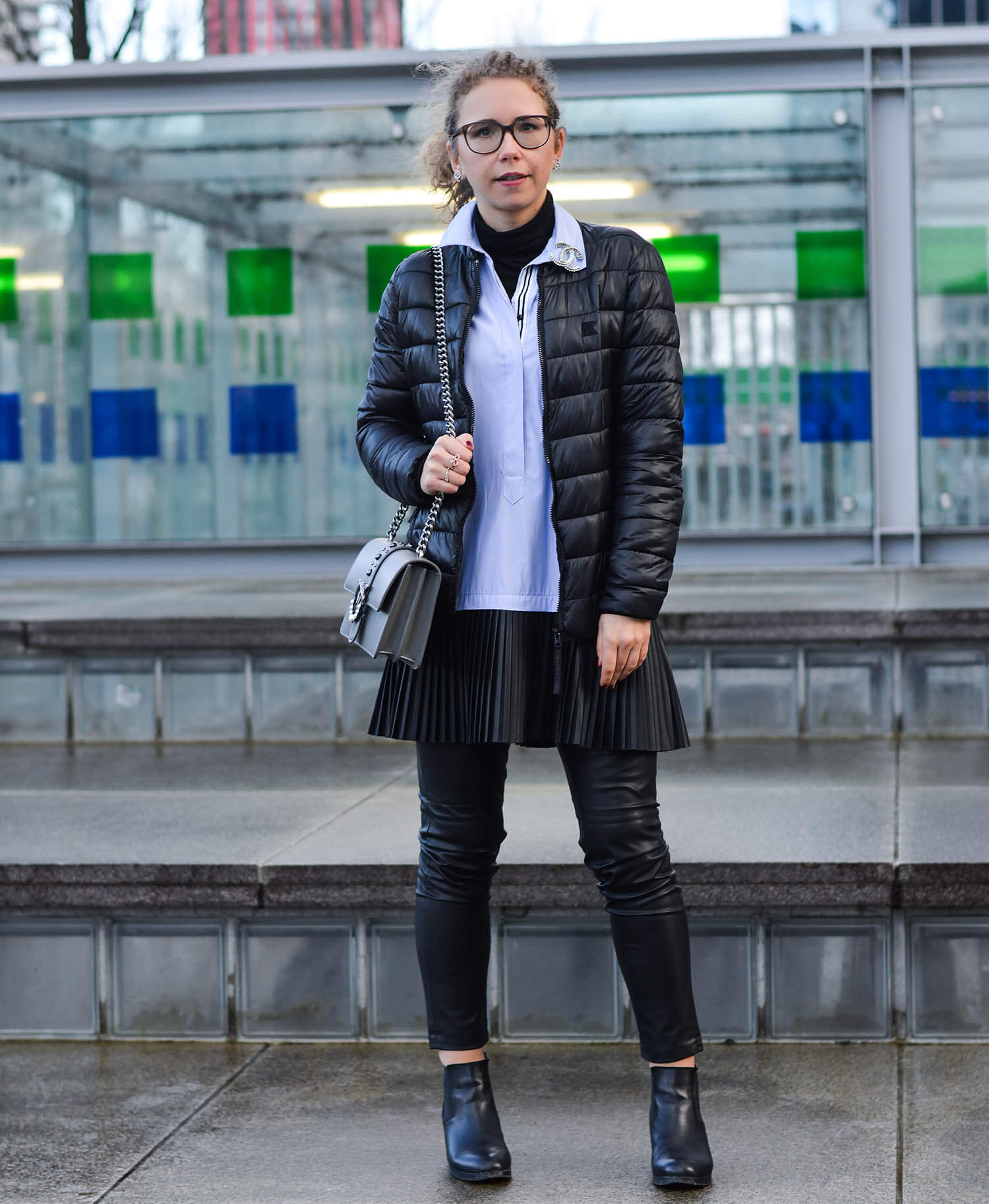 Outfit-Zara-Longblouse-with-fake-leather-pleated-skirt-in-Rotterdam-kationette-fashionblogger-netherlands