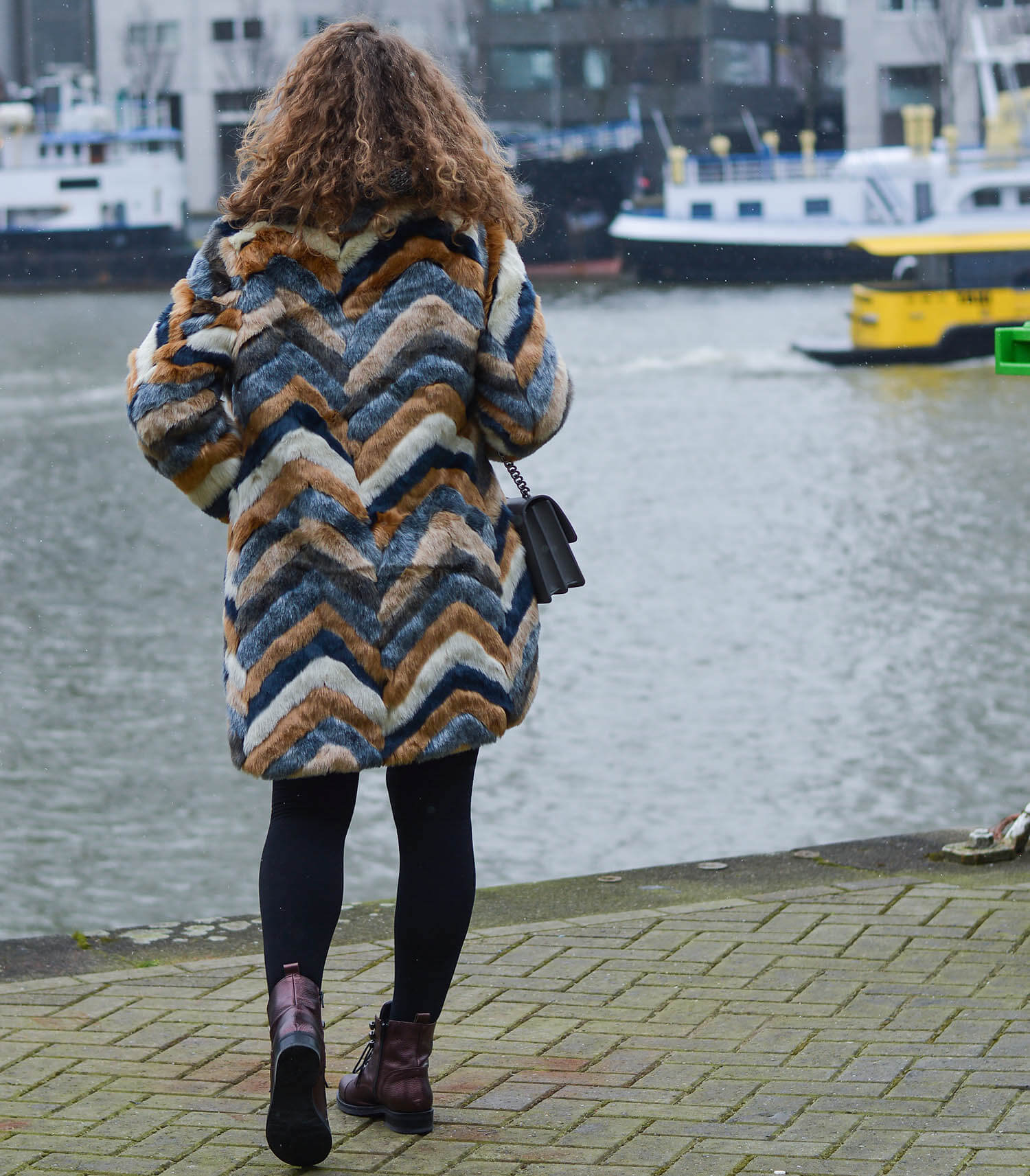Kationette-Outfit-Fake-Fur-Coat-Pinko-Bag-and-Metallic-Boots-Rotterdam-fashionblogger-streetstyle