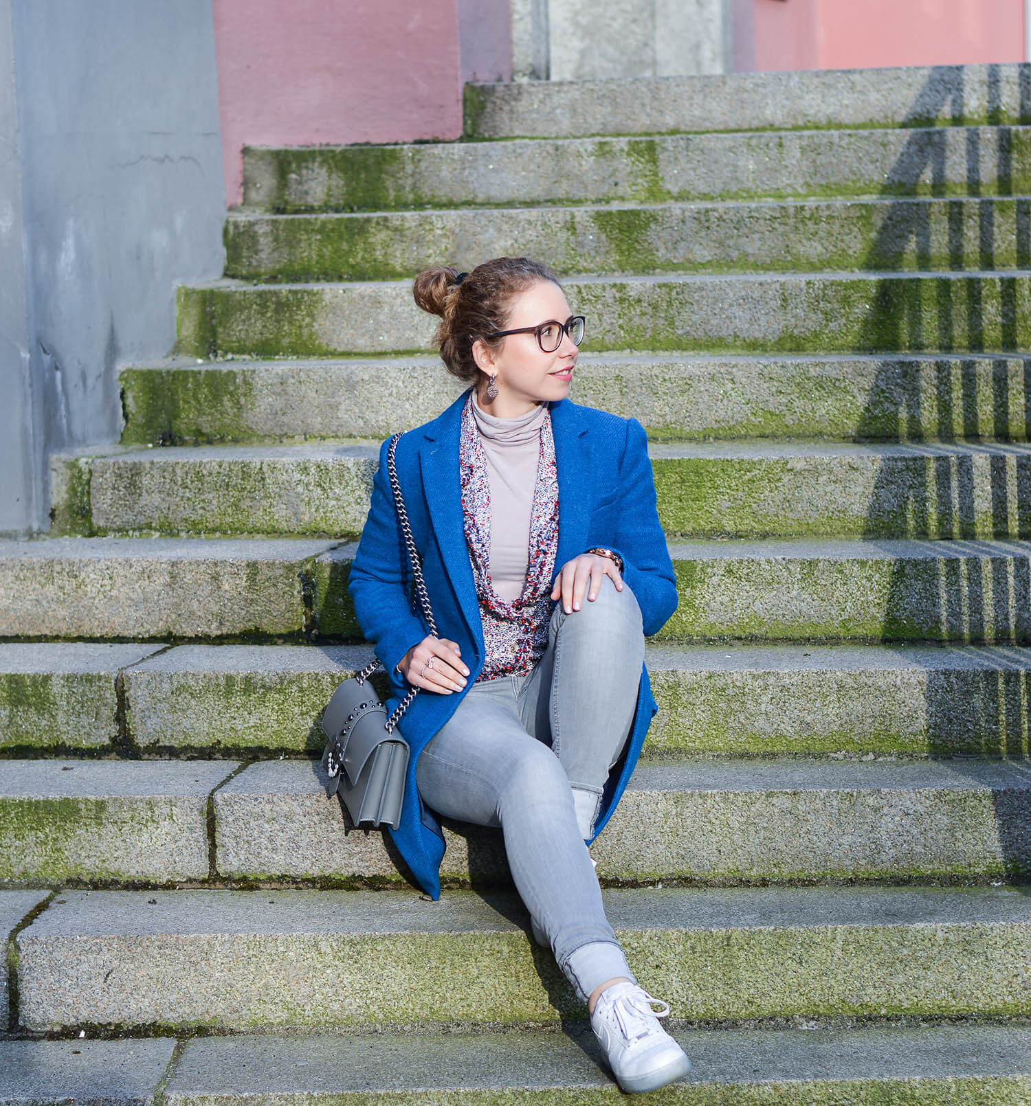 Outfit-Classy-meets-Casual-Tweed-Coat-and-Jacket-with-Jeans-and-Sneakers-kationette-fashionblogger-nrw