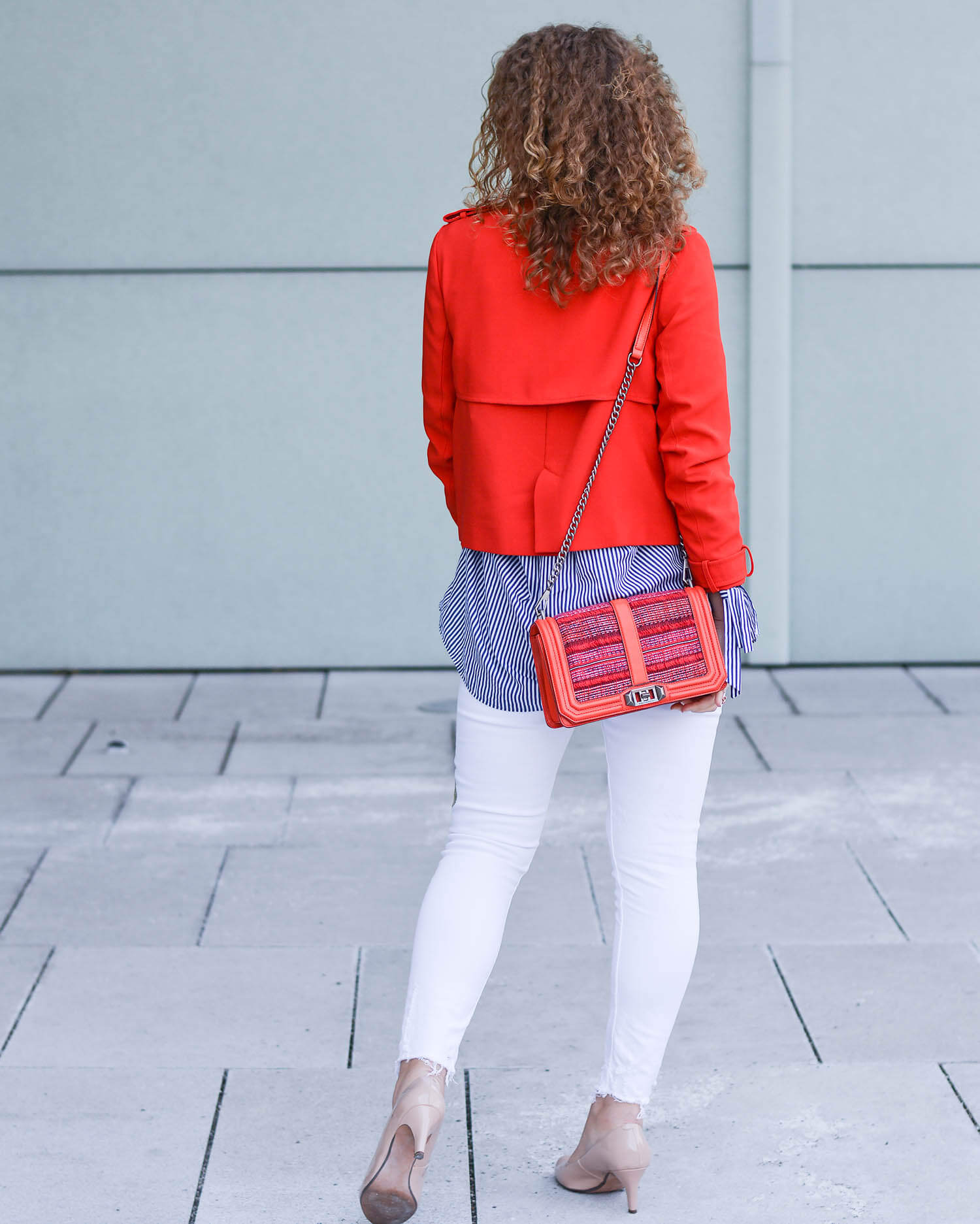 Outfit-Spring-Fashion-with-White-Denim-Blue-and-Red-Zara-Jacket-kationette-fashionblogger