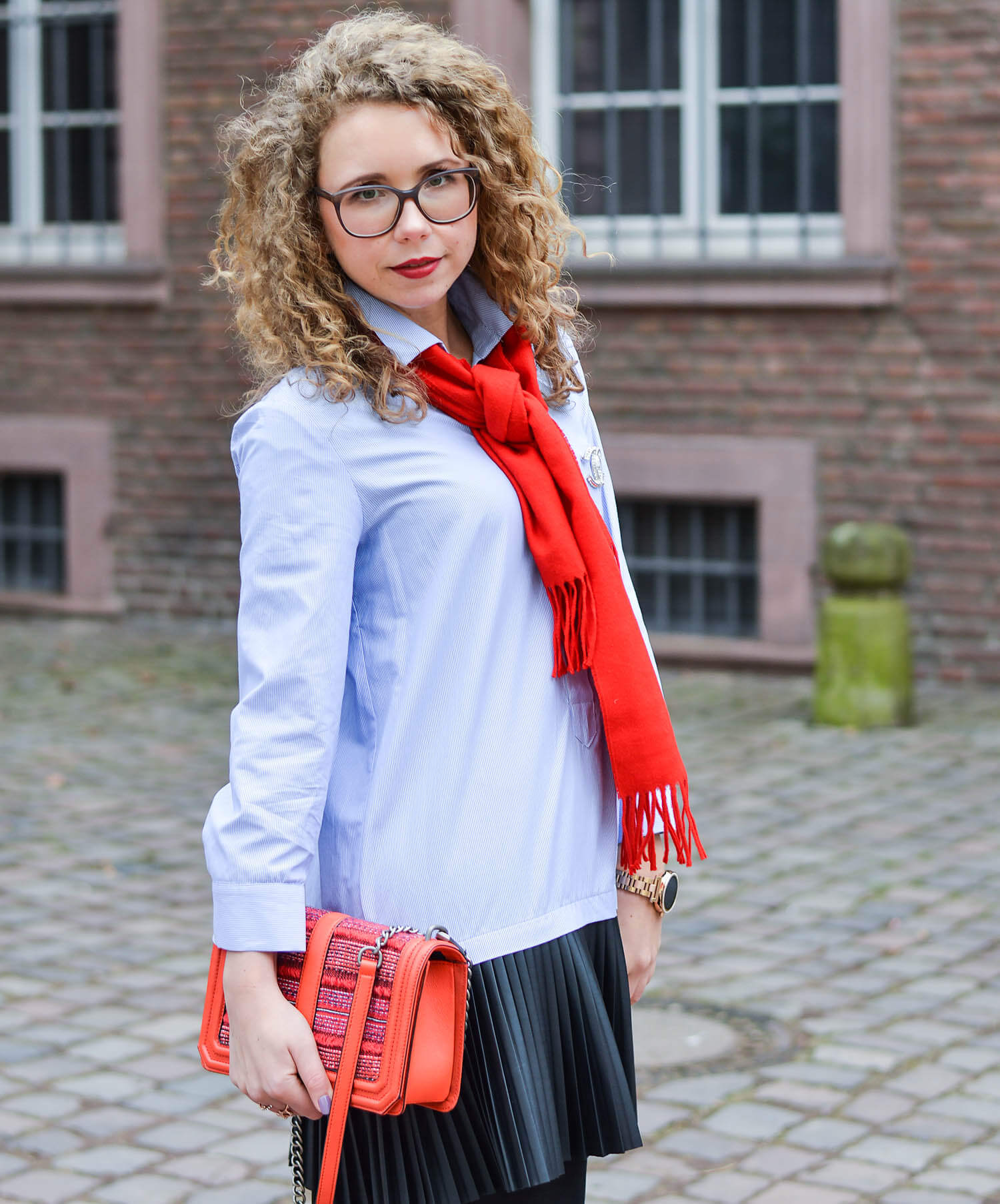 Outfit-College-Look-a-la-Gossip-Girl-with-Pleats-Blouse-dress-and-Scarf-kationette-fashionblogger-nrw-streetstyle