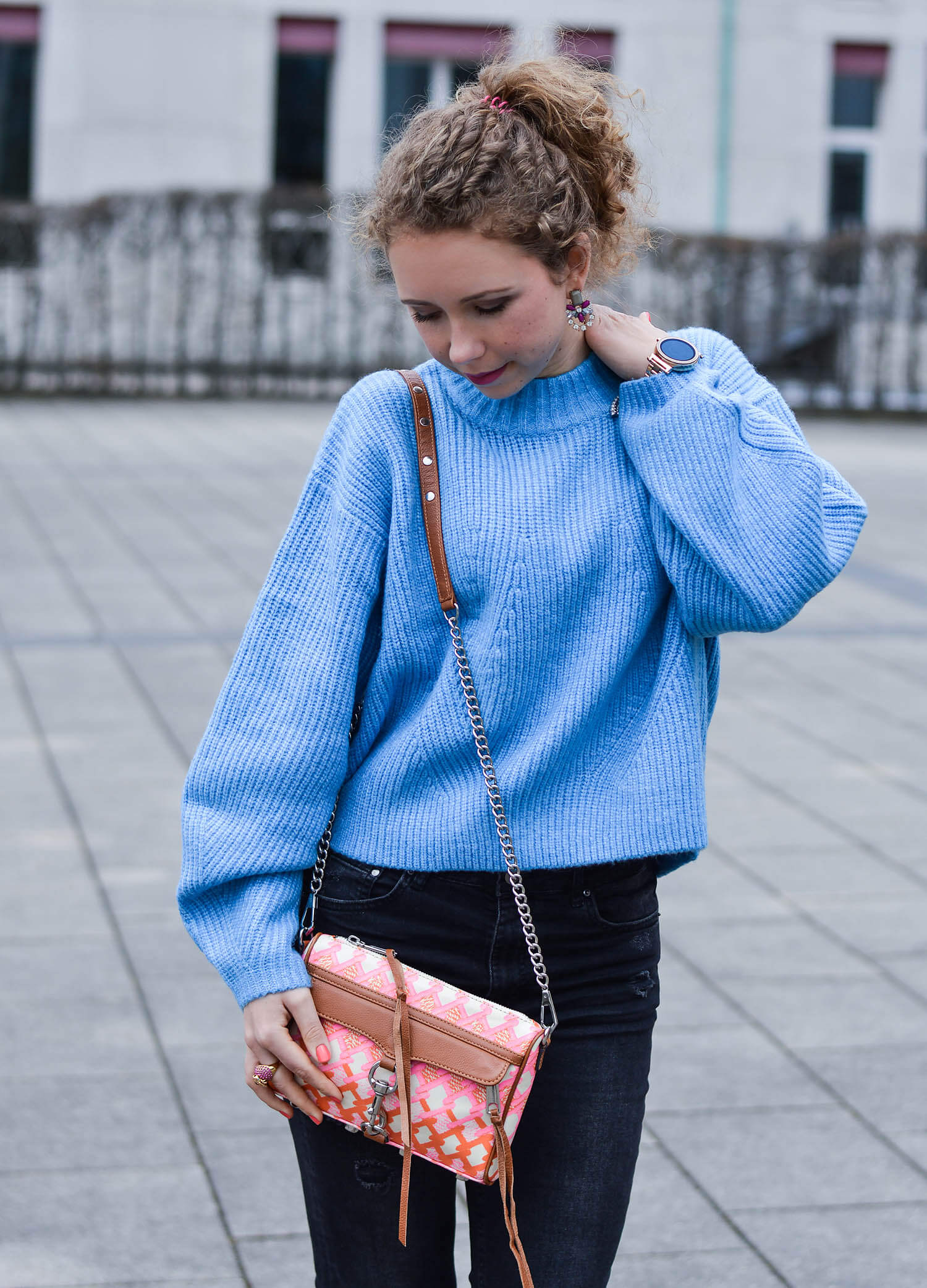 Outfit-Light-Blue-Knit-Ripped-Jeans-and-Pink-Pumps-kationette-fashionblogger-nrw