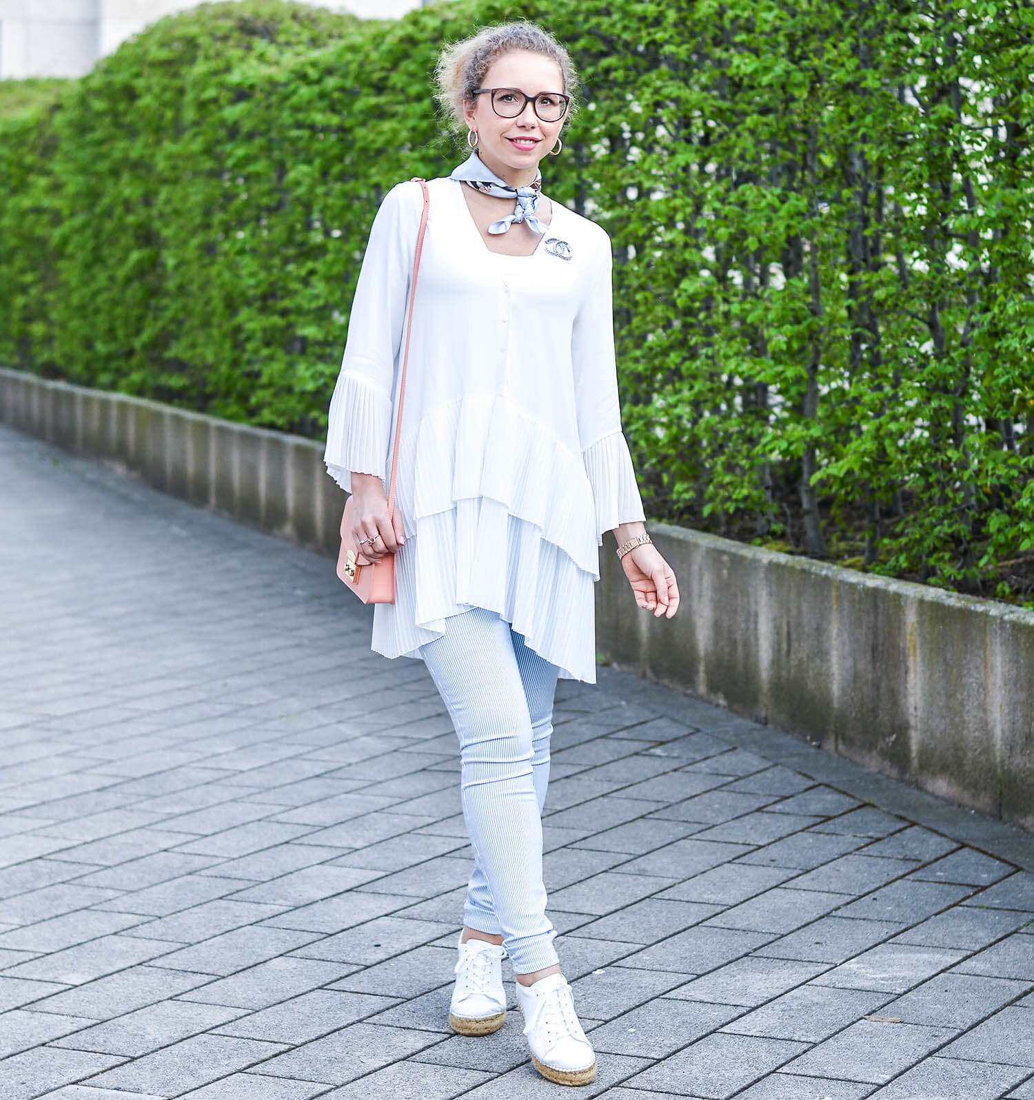 Outfit-Zara-Pleated-Blouse-Furla-Bag-and-Steve-Madden-platform-Sneakers-kationette-fashionblogger-nrw