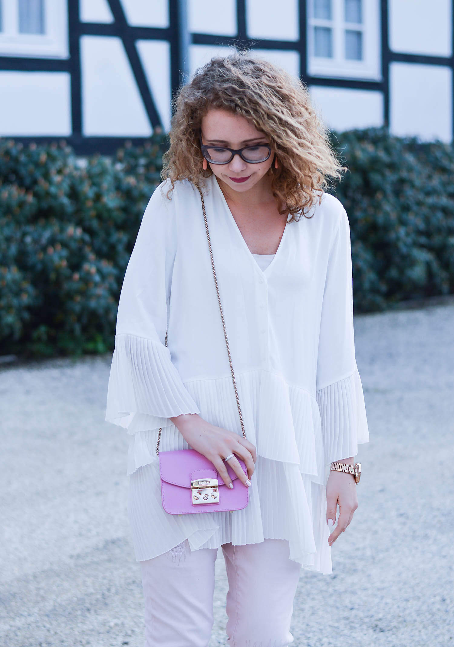 Outfit-Pale-Pink-and-White-with-Flower-Sneakers-during-our-Mini-Moon-kationette-fashionblogger-nrw