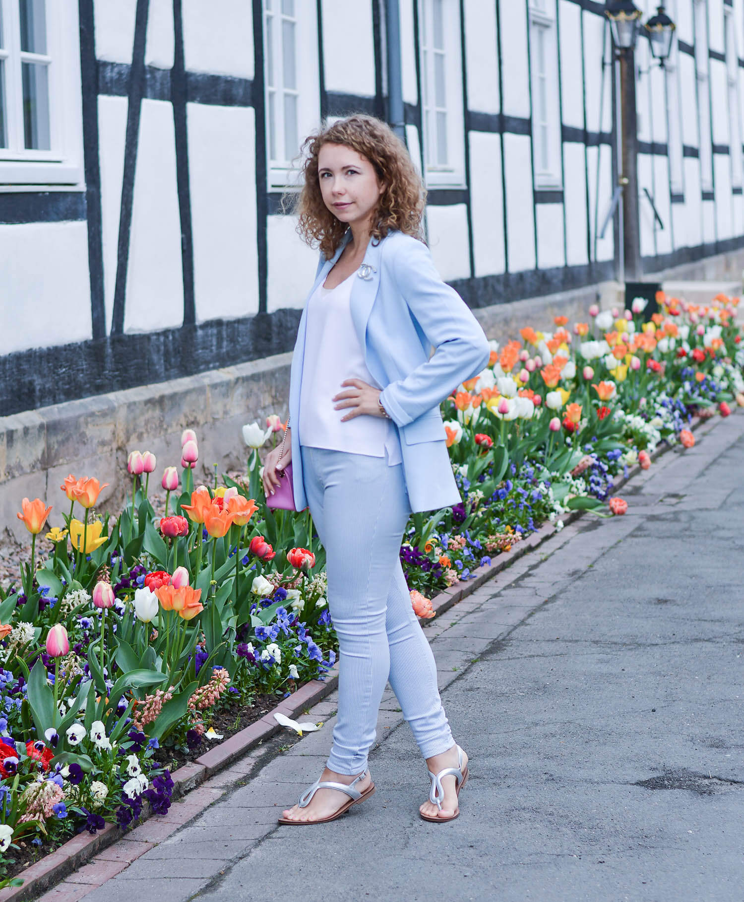 outfit-pastel-blue-blazer-steve-madden-sandals-and-pink-furla-bag-fashionblogger-nrw-Kationette