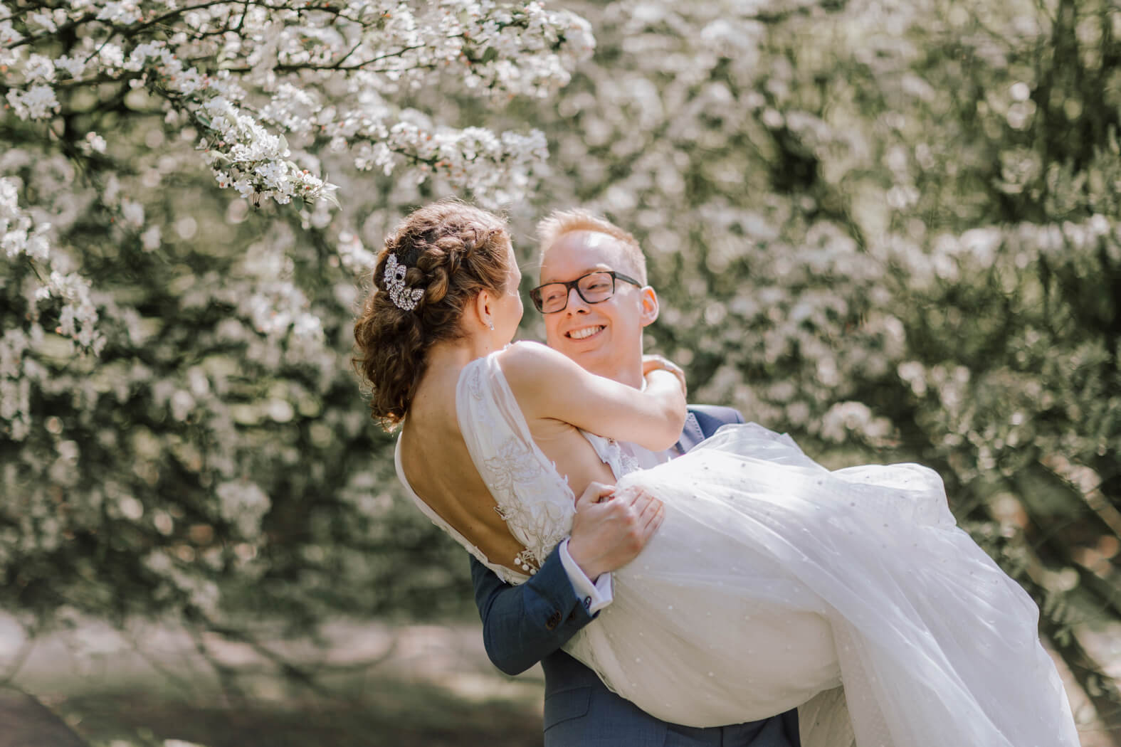 Wedding-Update-bridal-couple-Shooting-under-the-Cherry-Trees-kationette-wedding-2018-bride