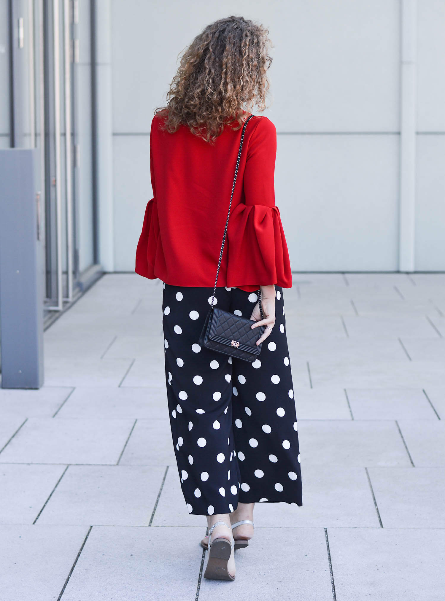 Outfit-Zara-Allover-with-Polka-Dots-Culotte-Zara-and-Red-Top-with-Pleats-kationette-fashionblogger-NRW
