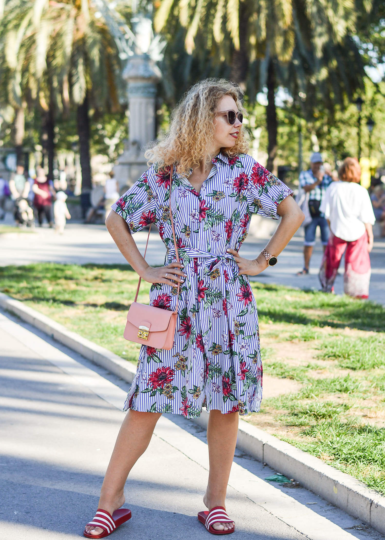 Outfit-Zara-Blouse-Dress-Furla-Bag-and-Adiletten-in-Barcelona-kationette-fashionblogger-travelblogger-honeymoon-2017