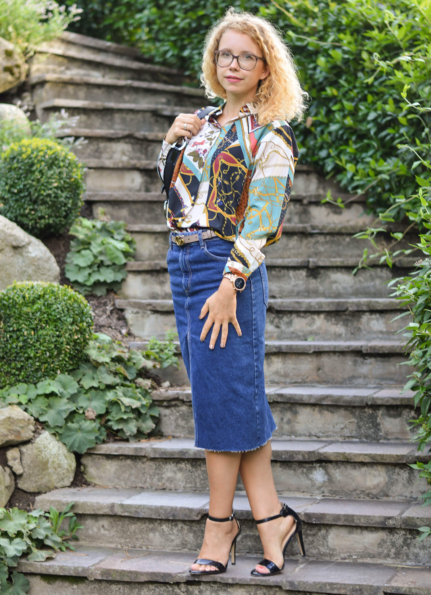 Outfit-Denim-Pencil-Skirt-Chain-Print-Blouse-and-Life-Update-kationette