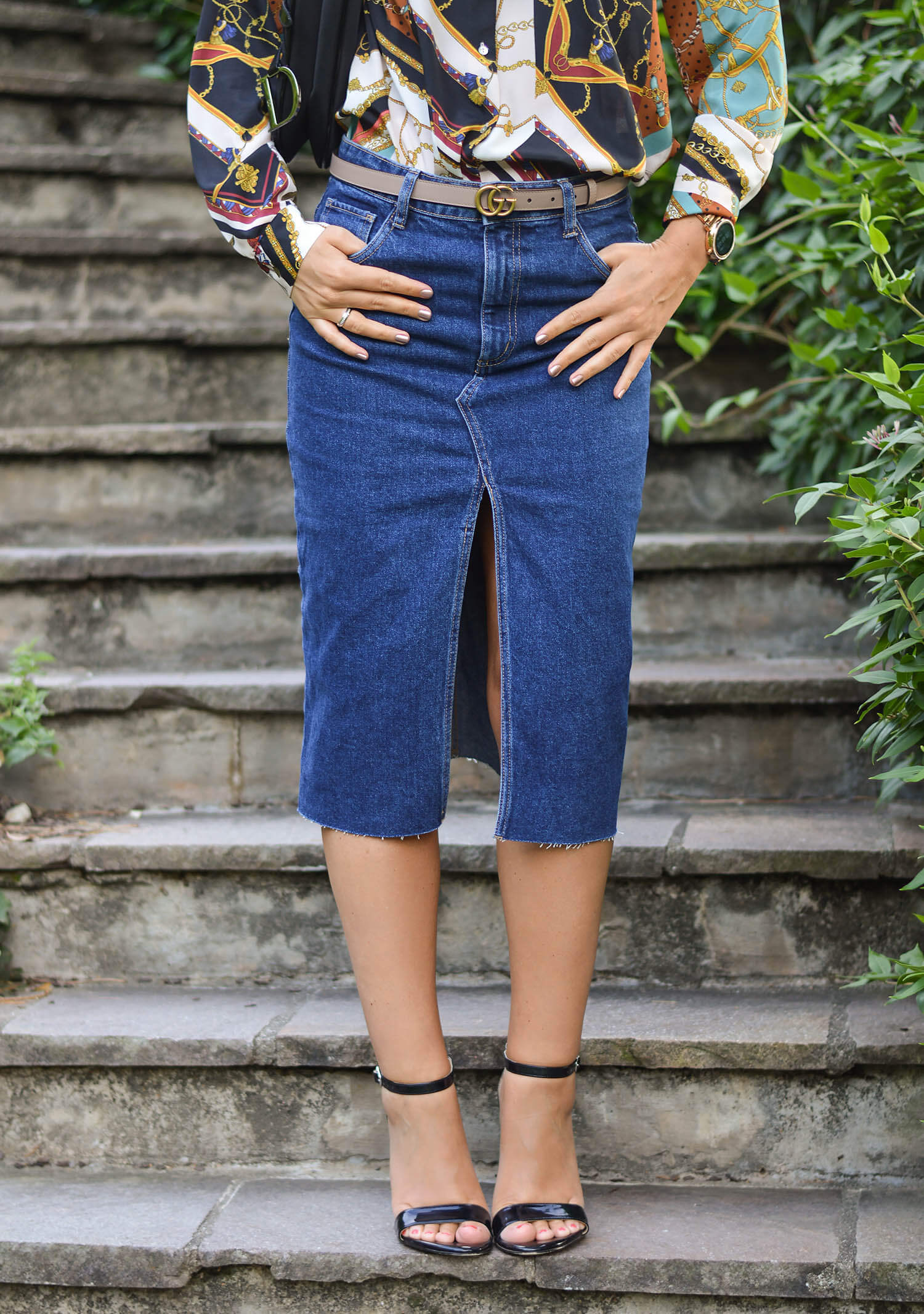 Outfit-Denim-Pencil-Skirt-Chain-Print-Blouse-and-Life-Update-kationette-gucci-belt