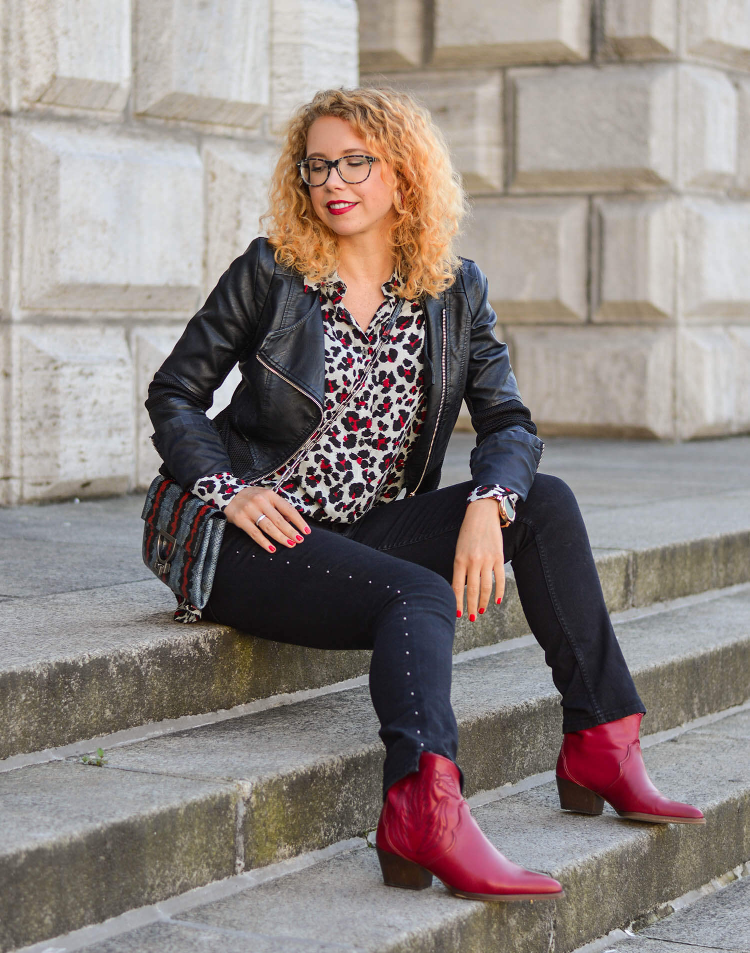 Animal-Print-Studded-Denim-Leather-Jacket-Cowboy-Boots-Fall-Outfit-kationette-fashionblogger-germany