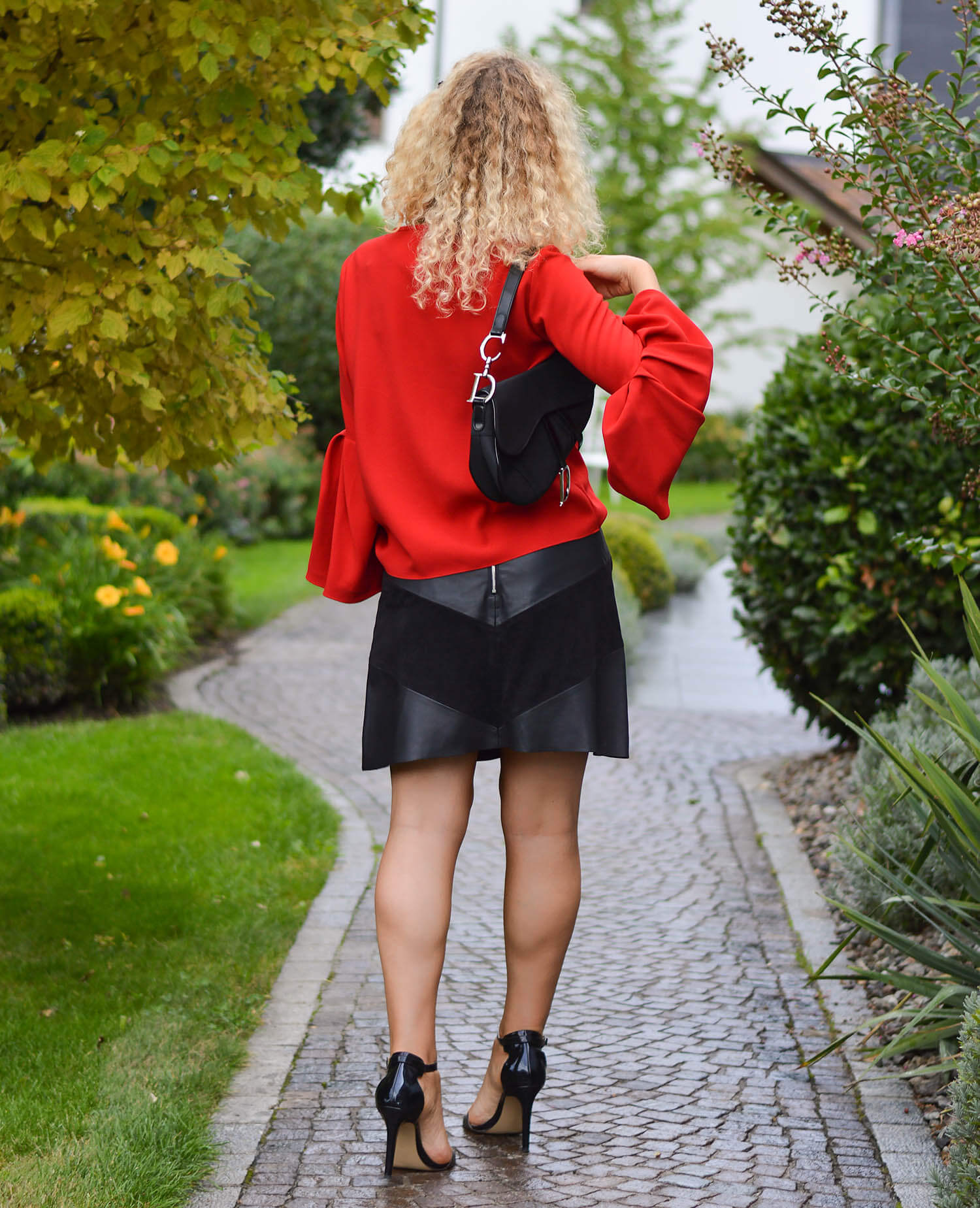 Outfit-Leather-Skirt-Trumpet-Sleeve-Top-Dior-Saddle-and-High-Heels-kationette-fashionblogger-germany