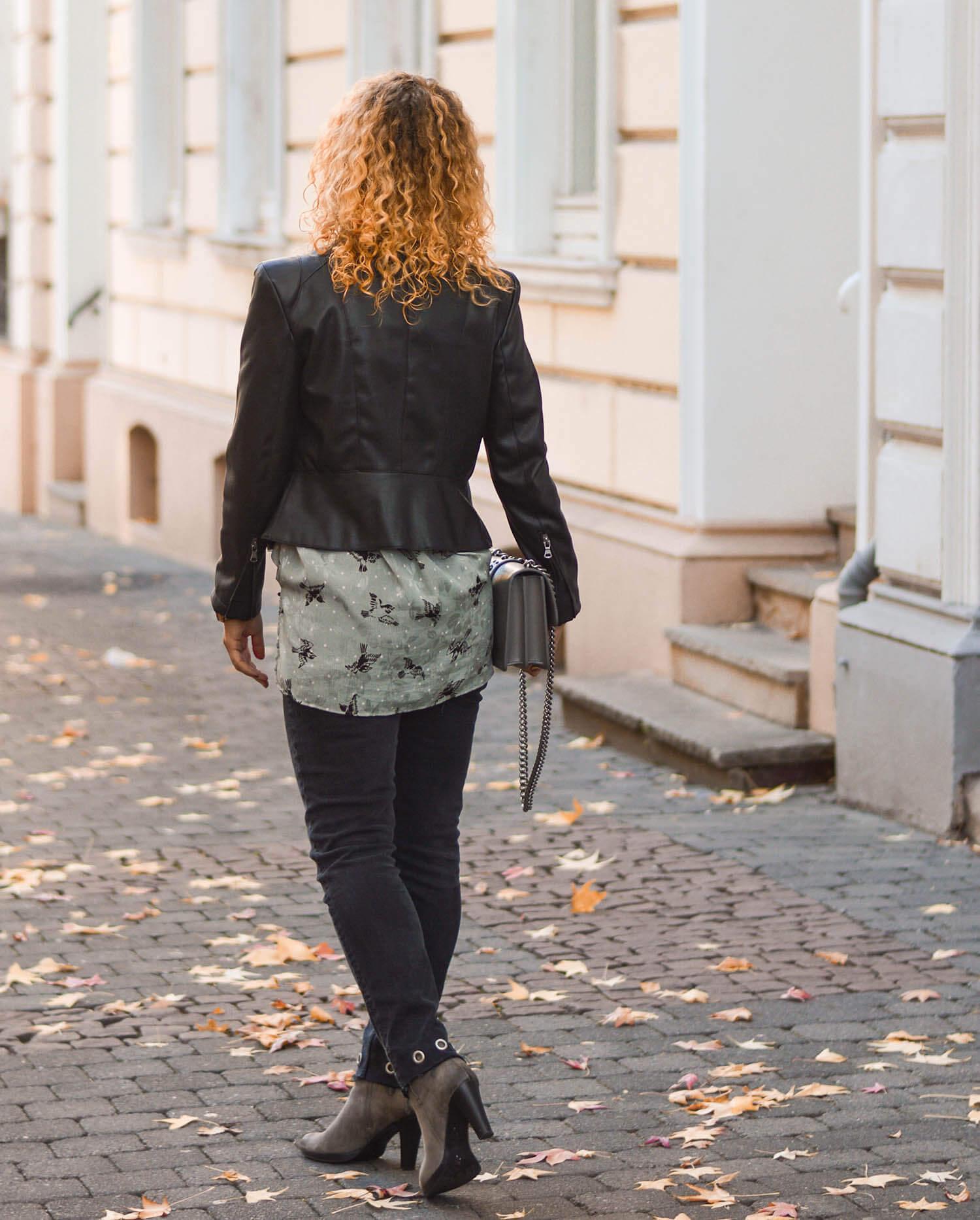Leather-Jacket-Weather-Zara-Blouse-Rivet-Denim-Fall-Outfit-kationette-fashionblogger-germany