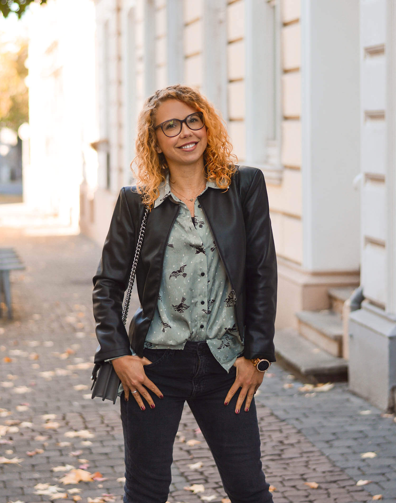 Leather-Jacket-Weather-Zara-Blouse-Rivet-Denim-Fall-Outfit-kationette-fashionblogger-germany