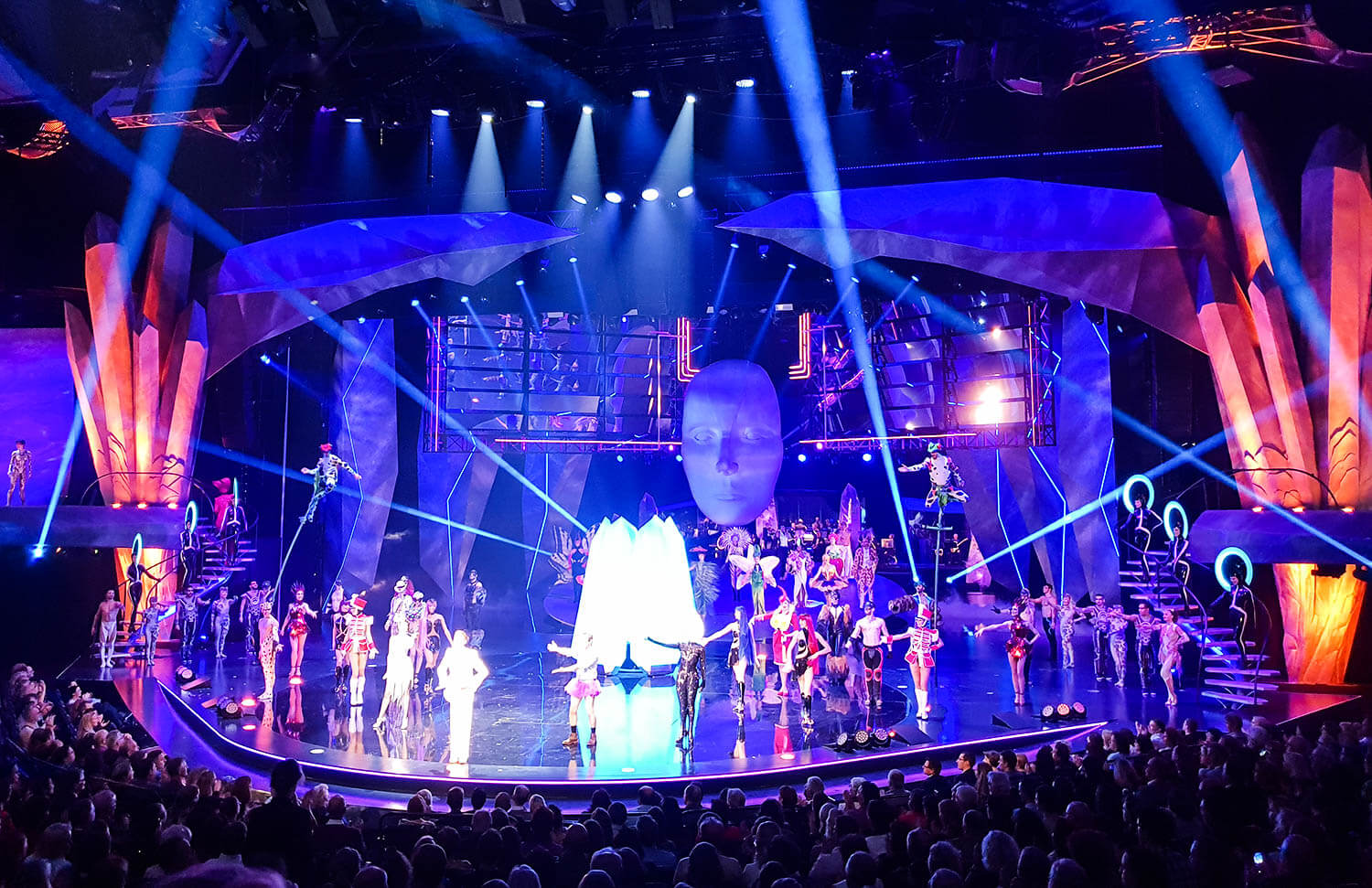 VIVID-Grand-Show-at-Friedrichstadt-Palast-Berlin-Kationette-Lifestyleblogger-Germany
