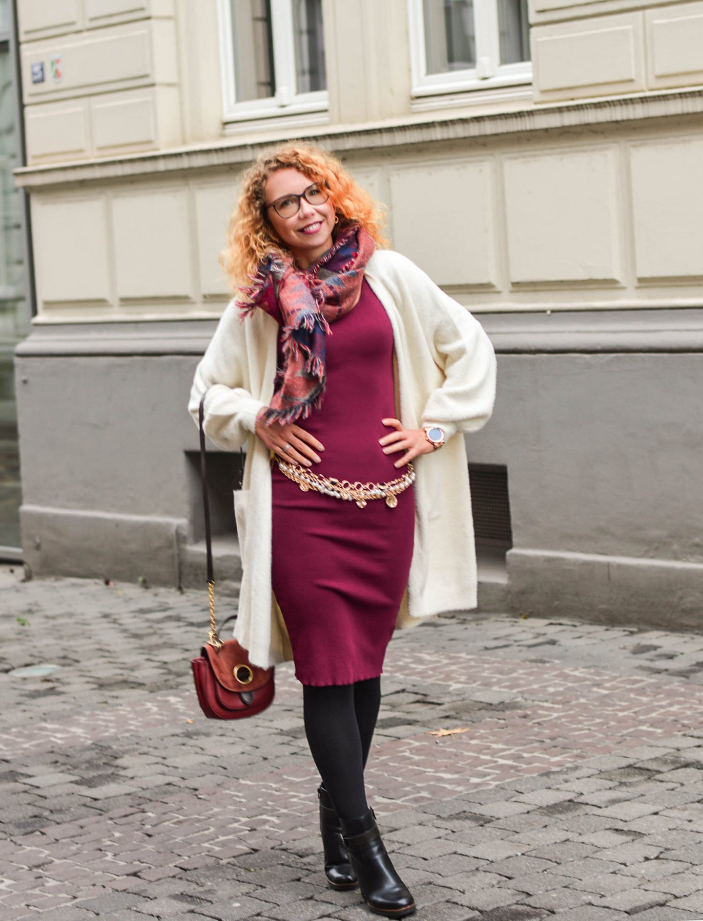 Chain-Belt-White-Cardigan-Burgundy-Dress-kationette-fashionblogger-outfit