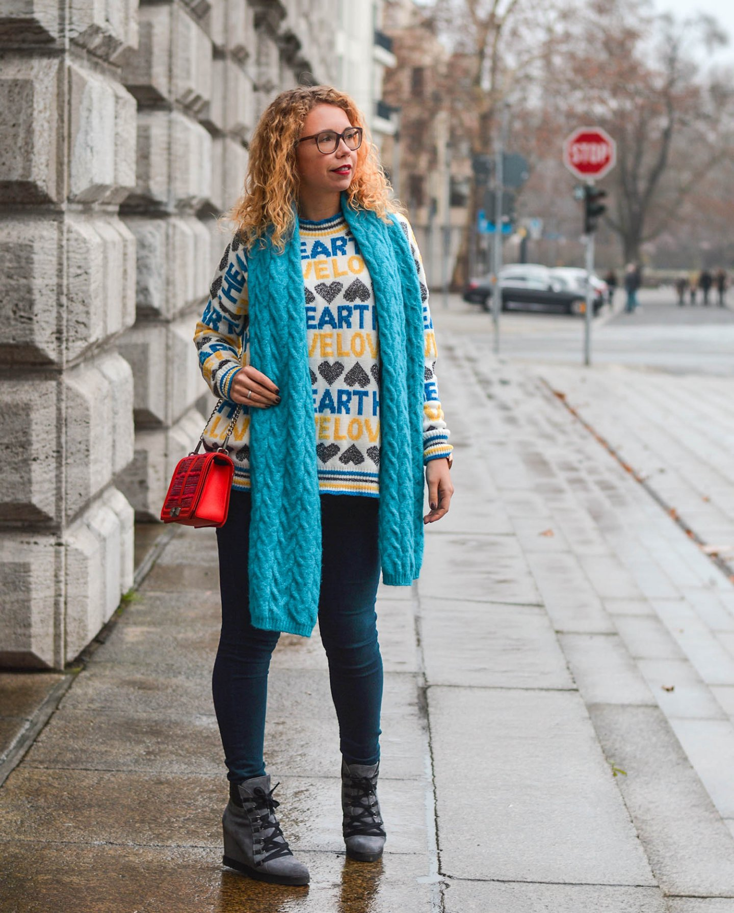 Statement-Pullover-XLSchal-Keilboots-Outfit-Kationette-Fashionblog-Germany