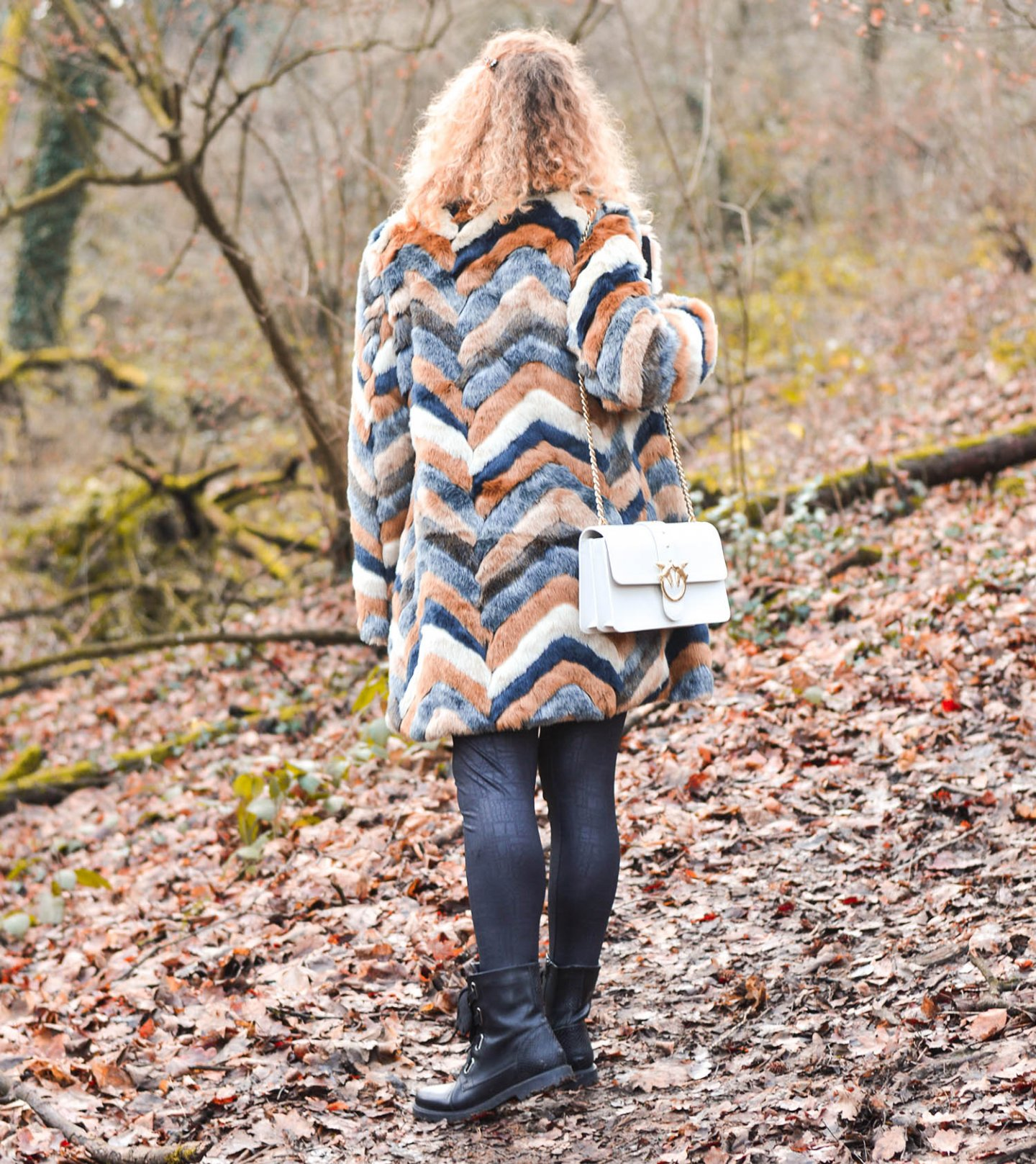 Pinko-Tasche-Kunstfellmantel-weißer-Cardigan-Kationette-Fashionblog-Germany-Outfit