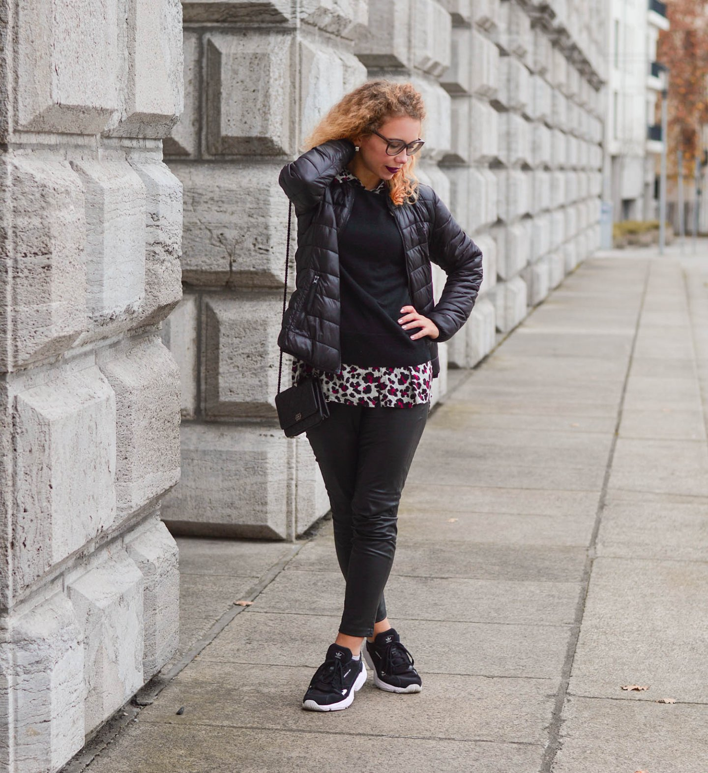 Sweater-and-Blouse-Combo-with-Quilted-Jacket-Leather-Pants-Adidas-Falcon-Kationette-Fashionblogger-Germany