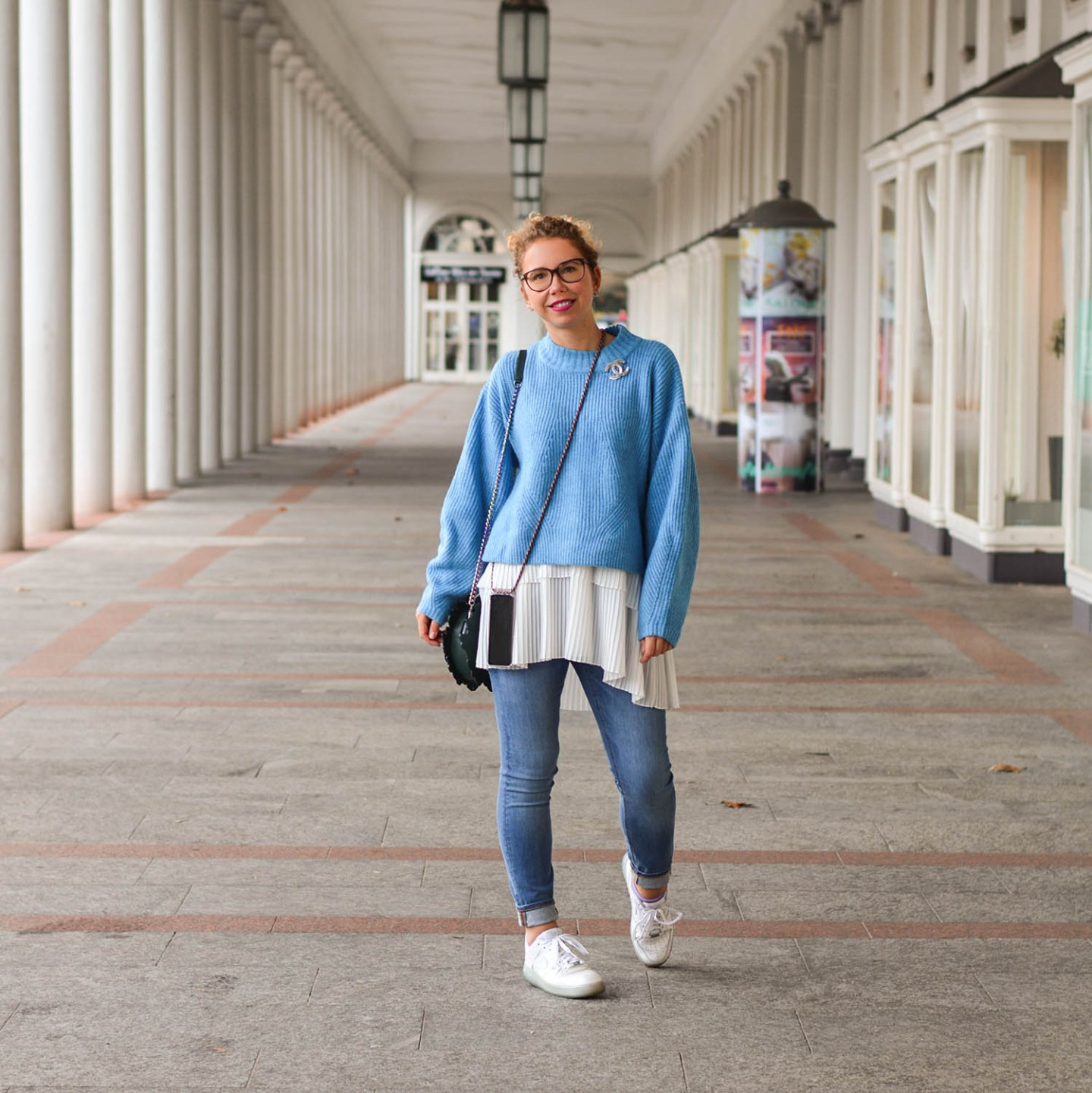 Baby-Blue-Sweater-Long-Blouse-Nike-Sneakers-Casual-Winter-Outfit-Kationette-Fashionblogger-Germany