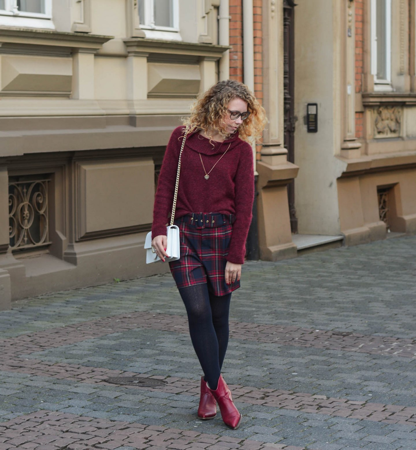 Tartan-Shorts-Cowboy-Boots-Pinko-Handtasche-Kationette-Fashionblog-Germany-Outfit
