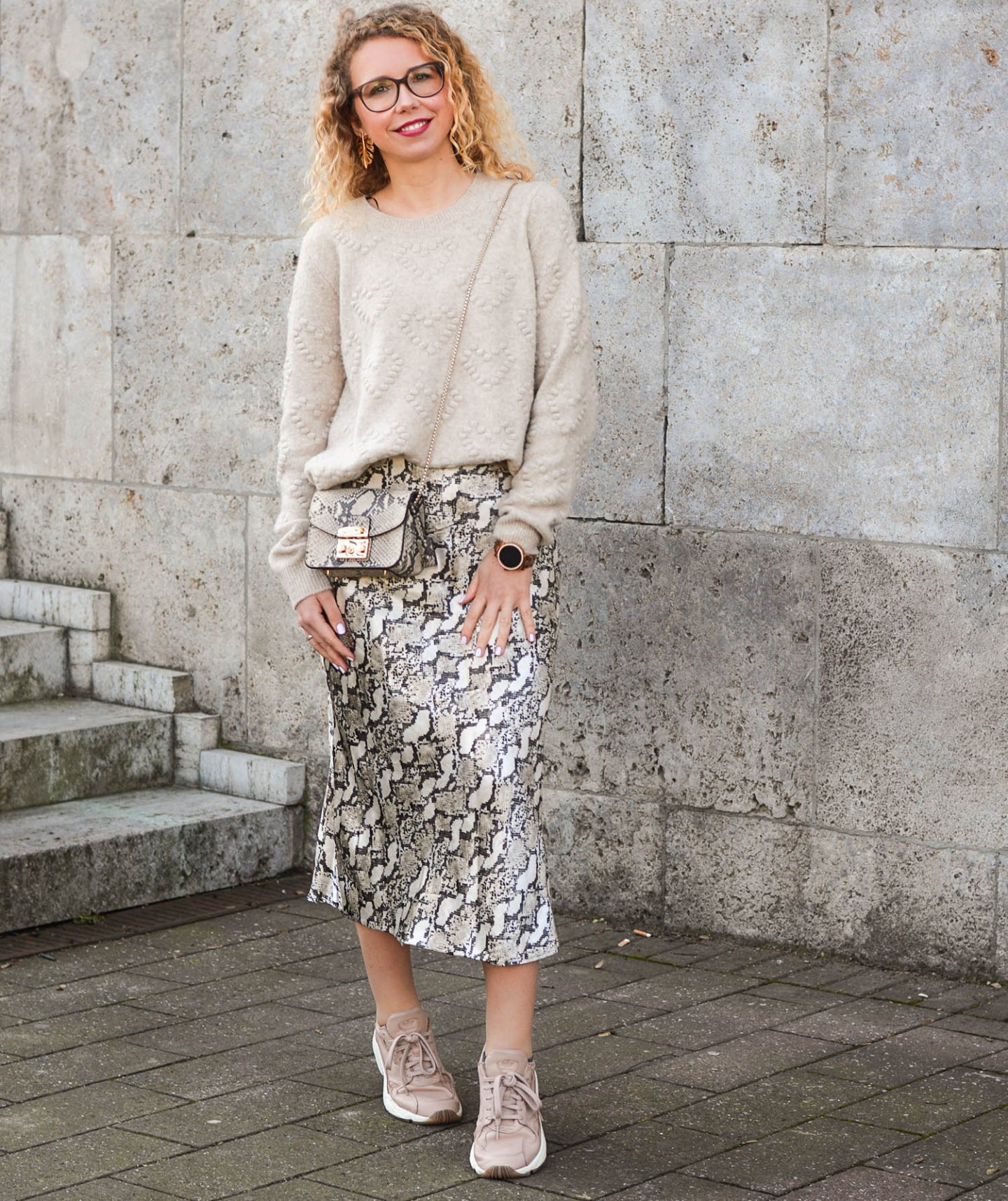 Monochromer-Look-mit-Snake-Print-Kationette-Fashionblog-Germany-Outfit