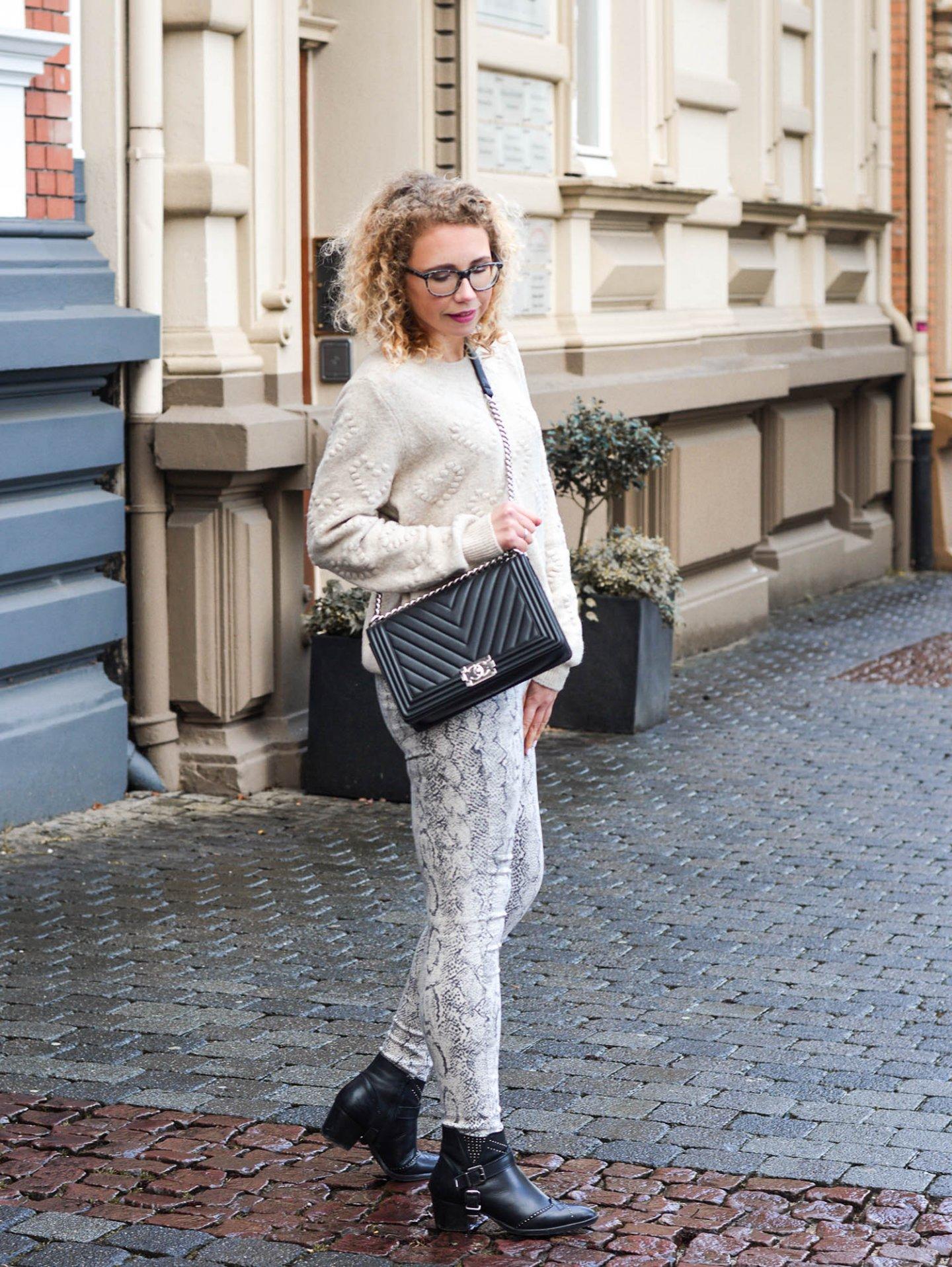 Hosen-mit-Schlangenprint-kationette-fashionblog-fruehlingstrend2019