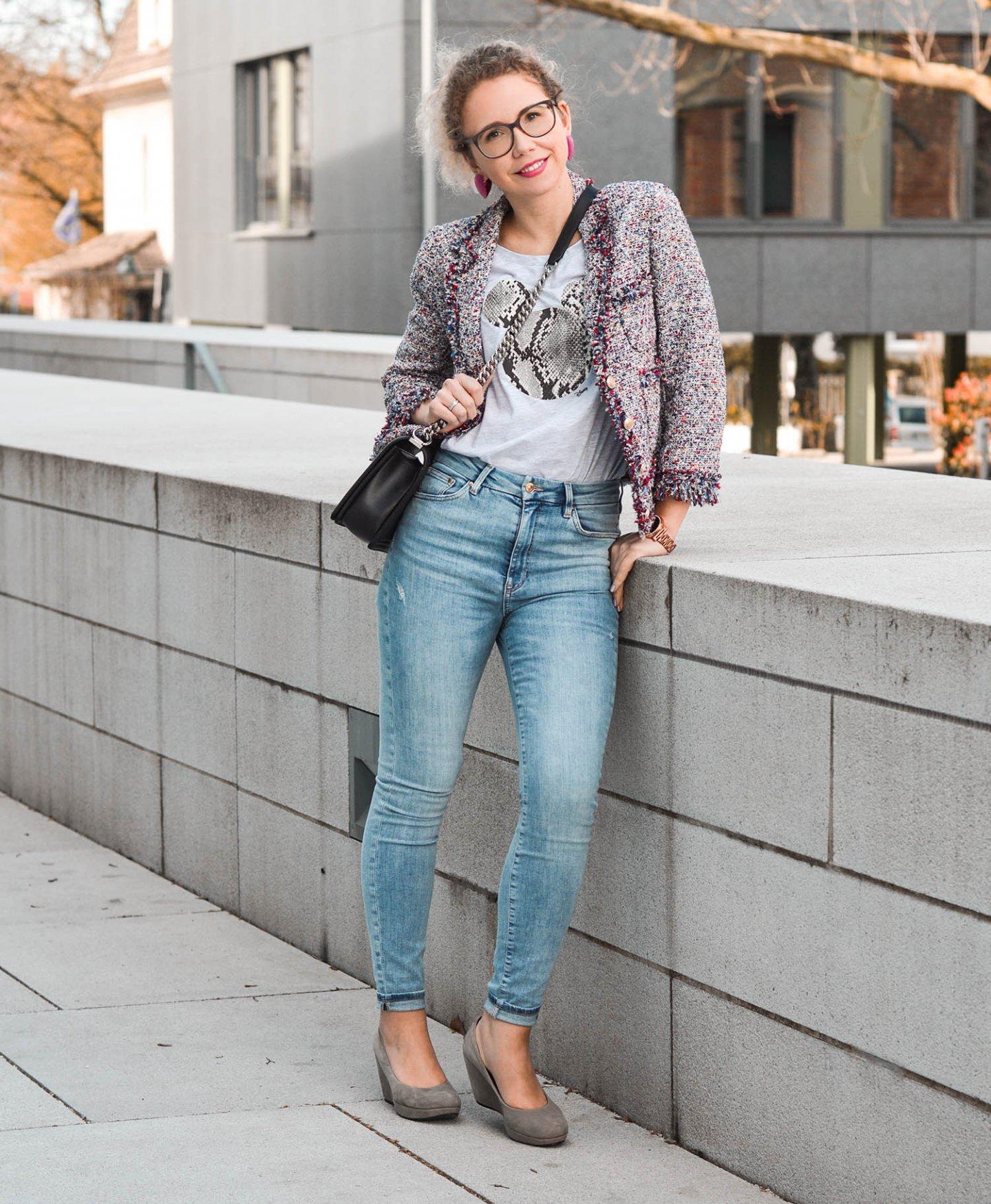 Denim Look mit Tweed Jacke von Zara