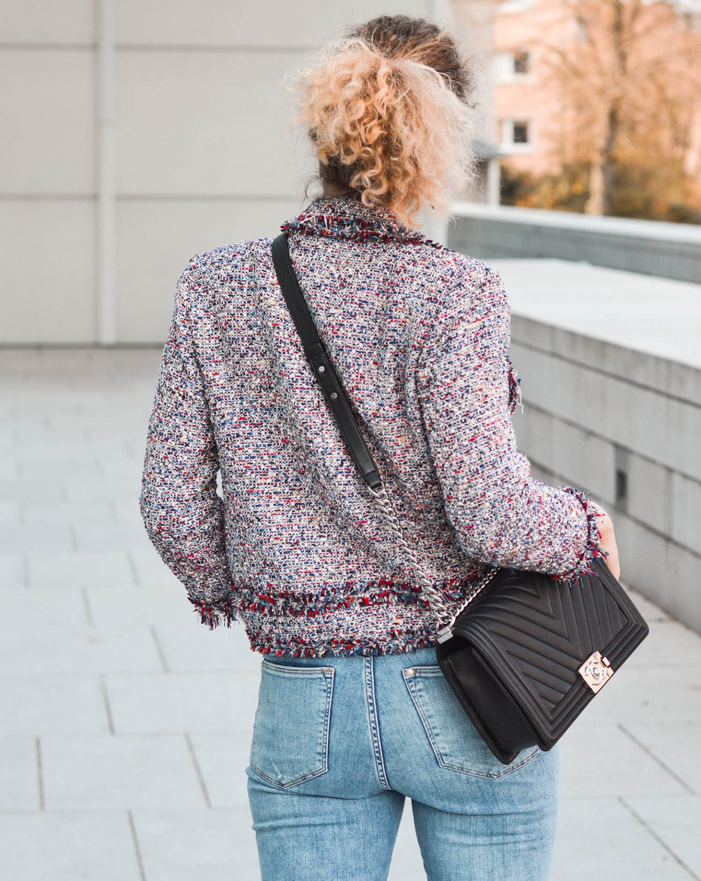 Tweed Blazer und Chanel Boy Bag