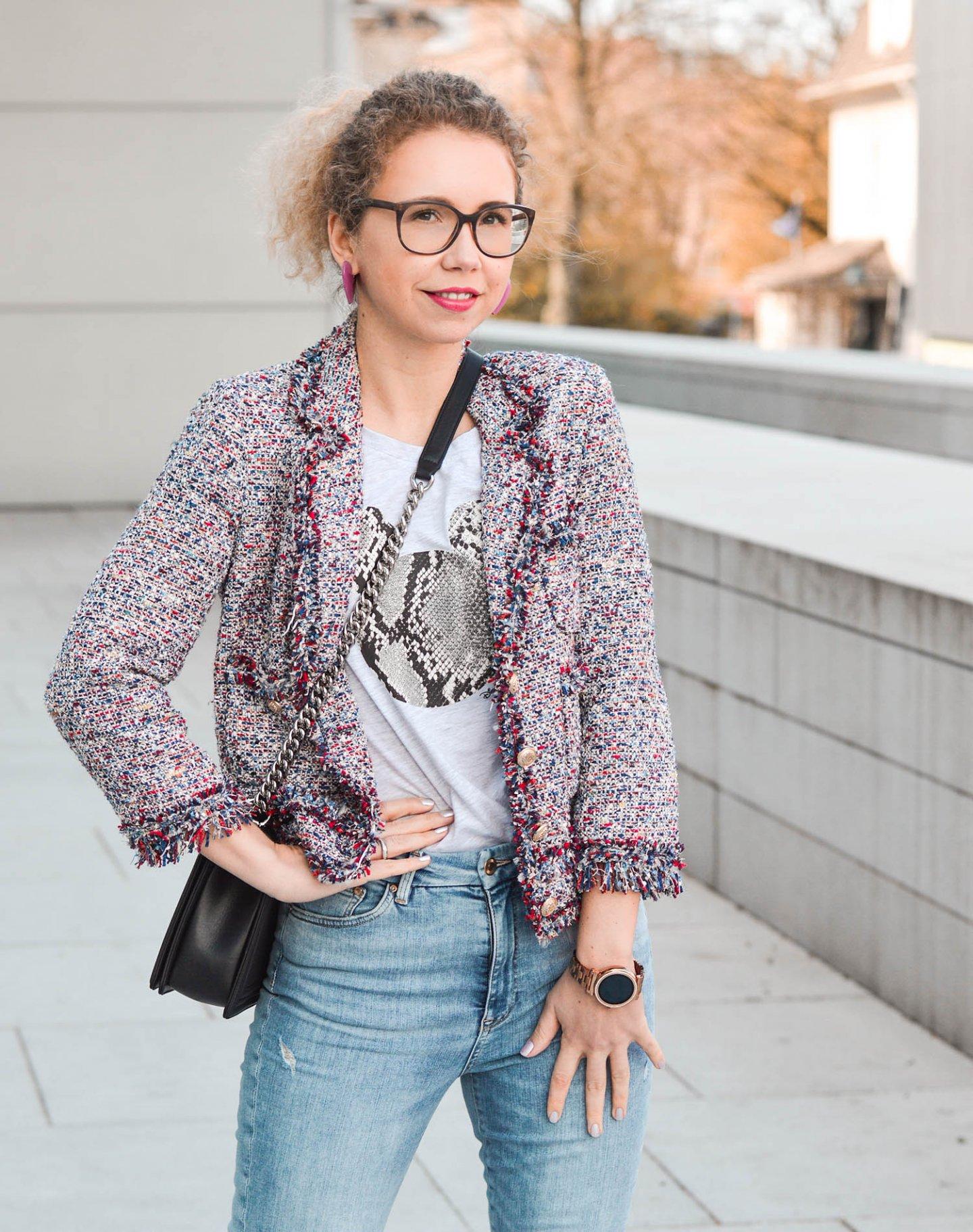 Tweedjacke von Zara mit Disney Shirt