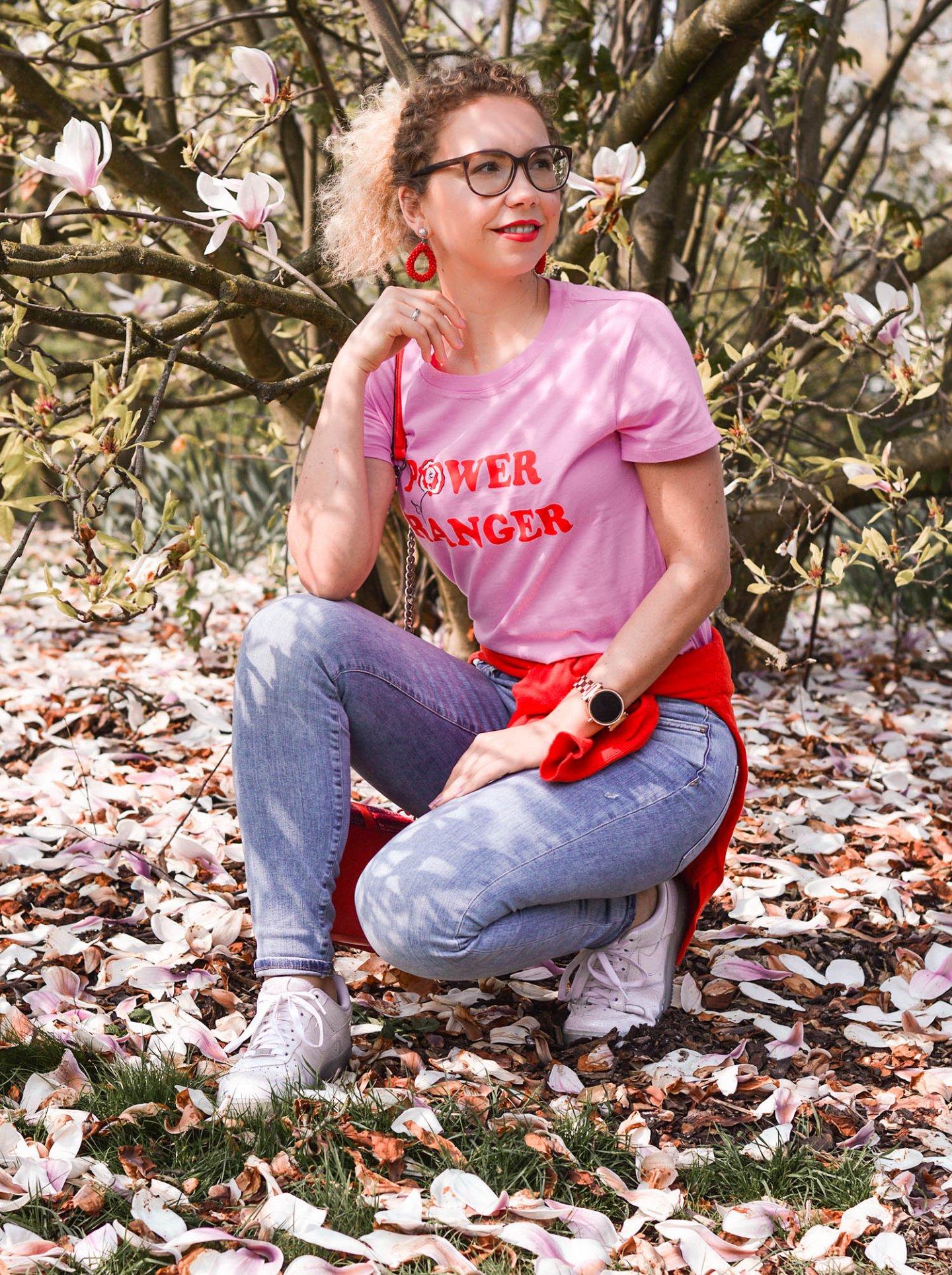 colorblocking-frühlingsoutfit-jeans-tshirt-kombi