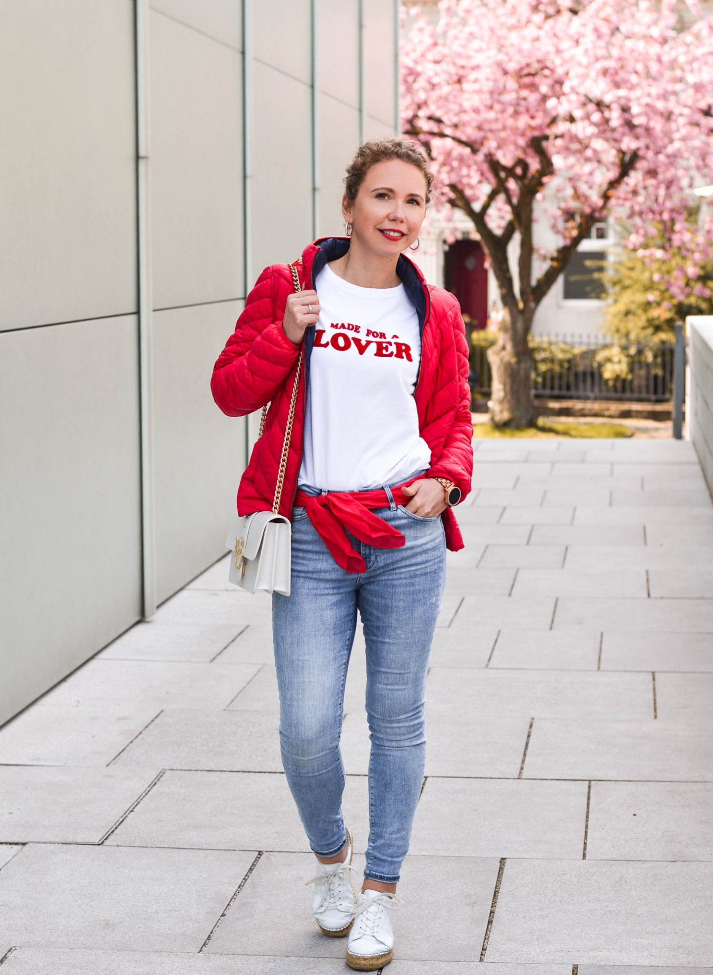 denim look mit roter Steppjacke