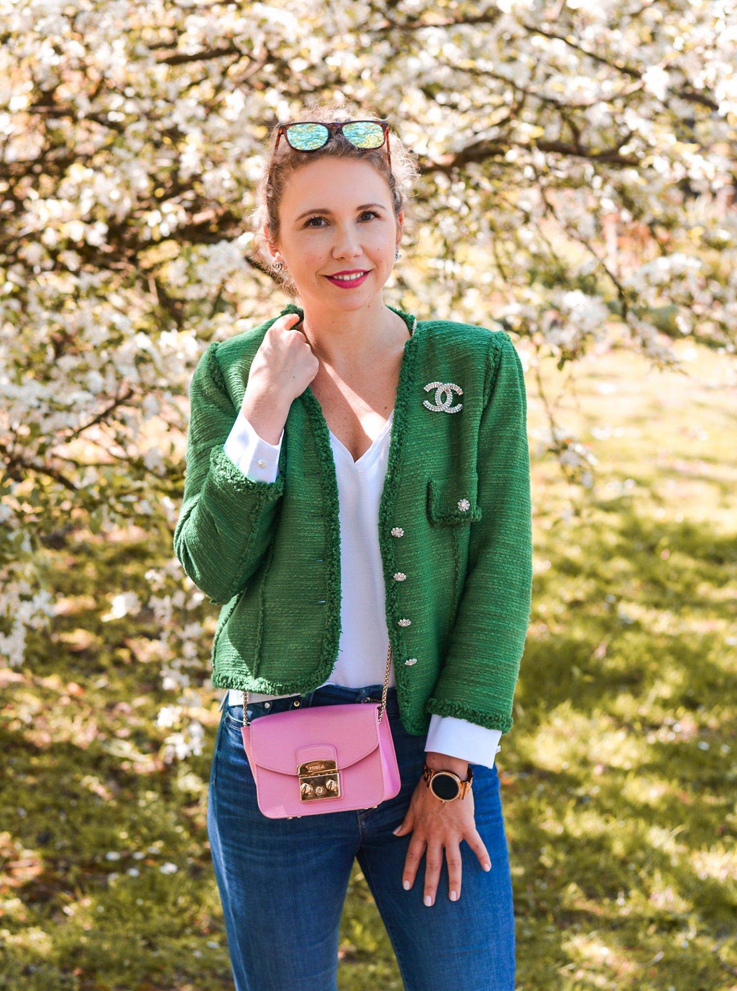 Chanel Brosche auf Zara tweed jacke