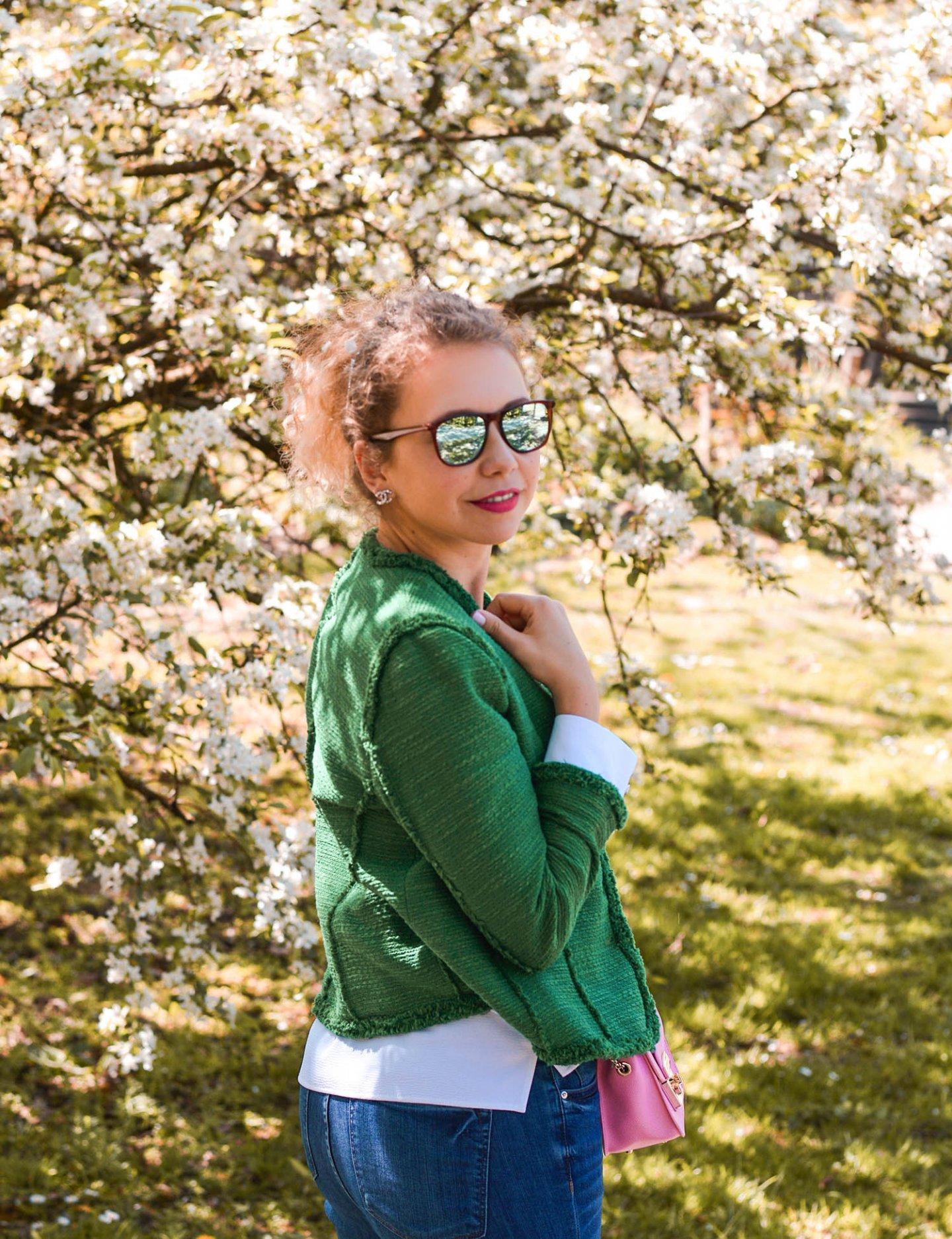 farbige tweedjacken - Frühlingsoutfit in grün und blau