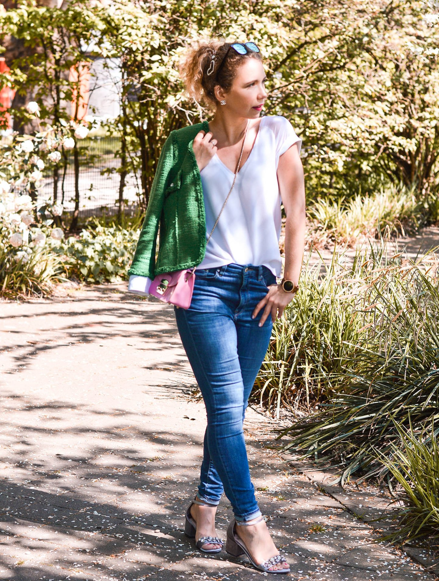 Frühlingslook mit tweed und jeans