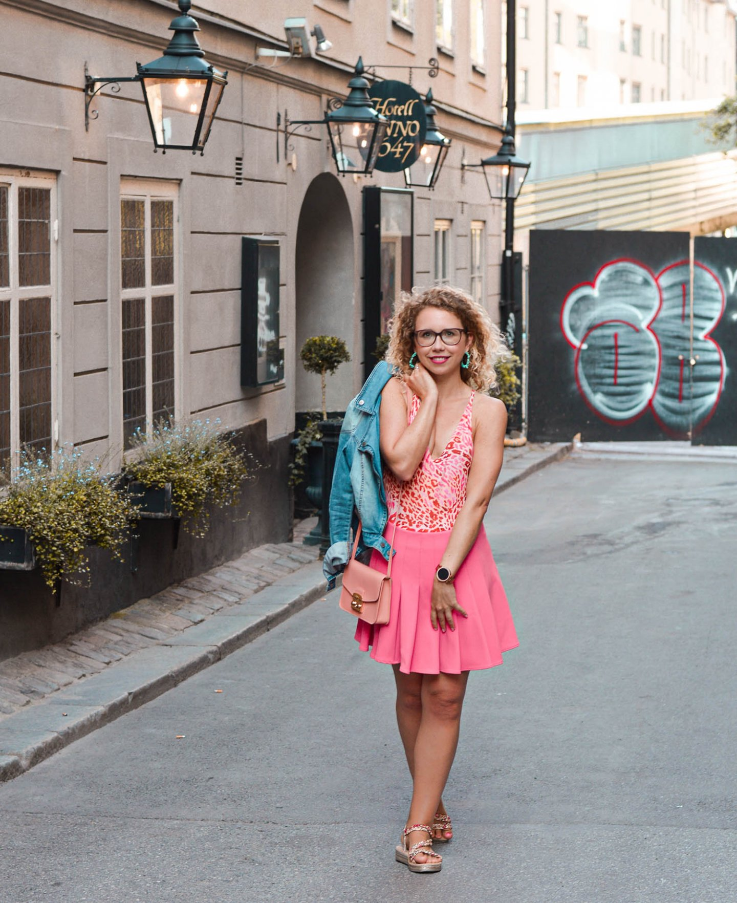 Kationette fashionblogger sommeroutfit in stockholm