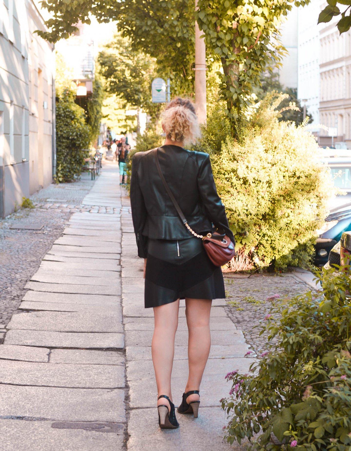 Outfit aus Kunstleder von Zara