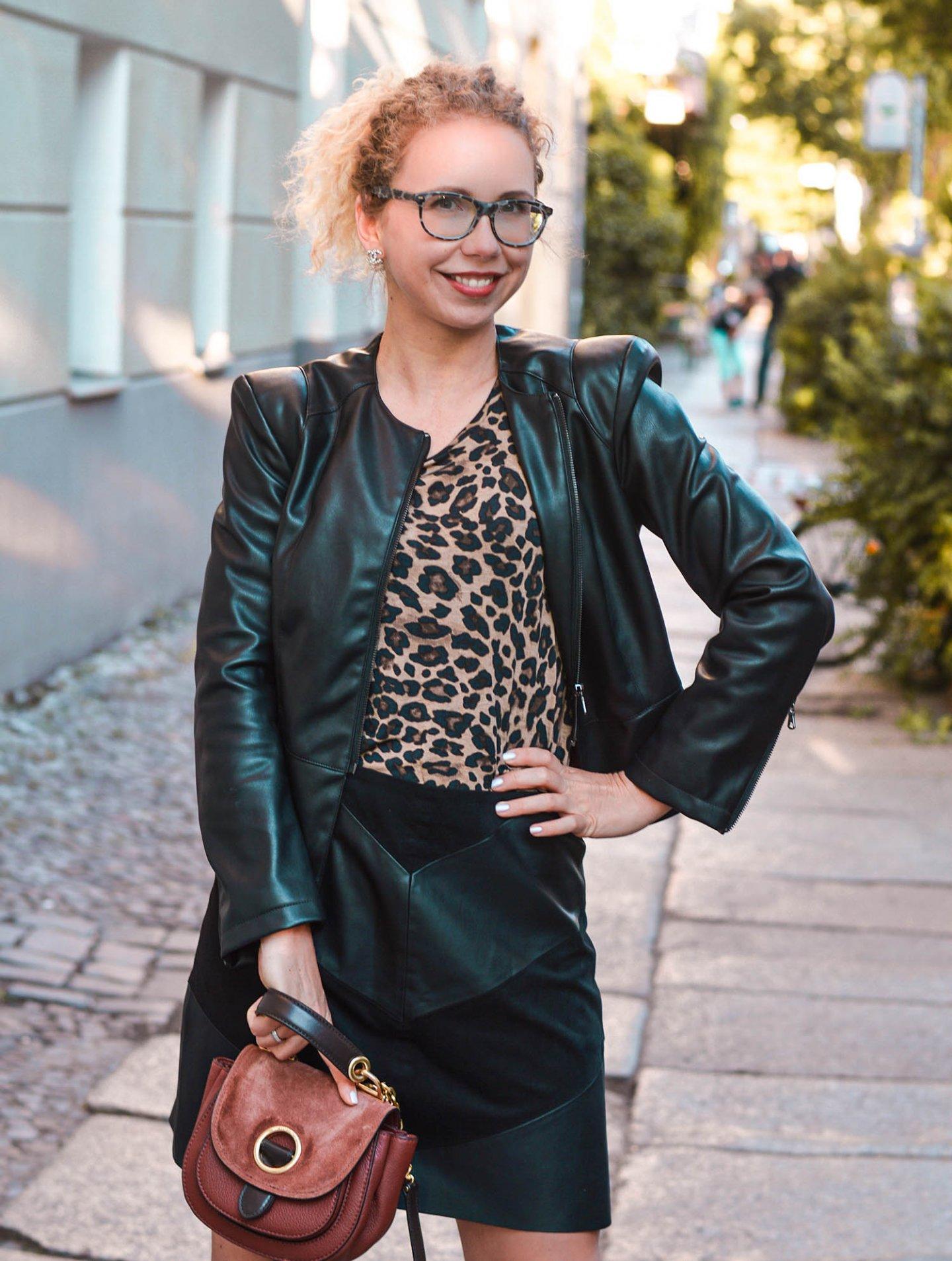 Zara Kunstleder Jacke und Lederrock mit Leomuster Shirt
