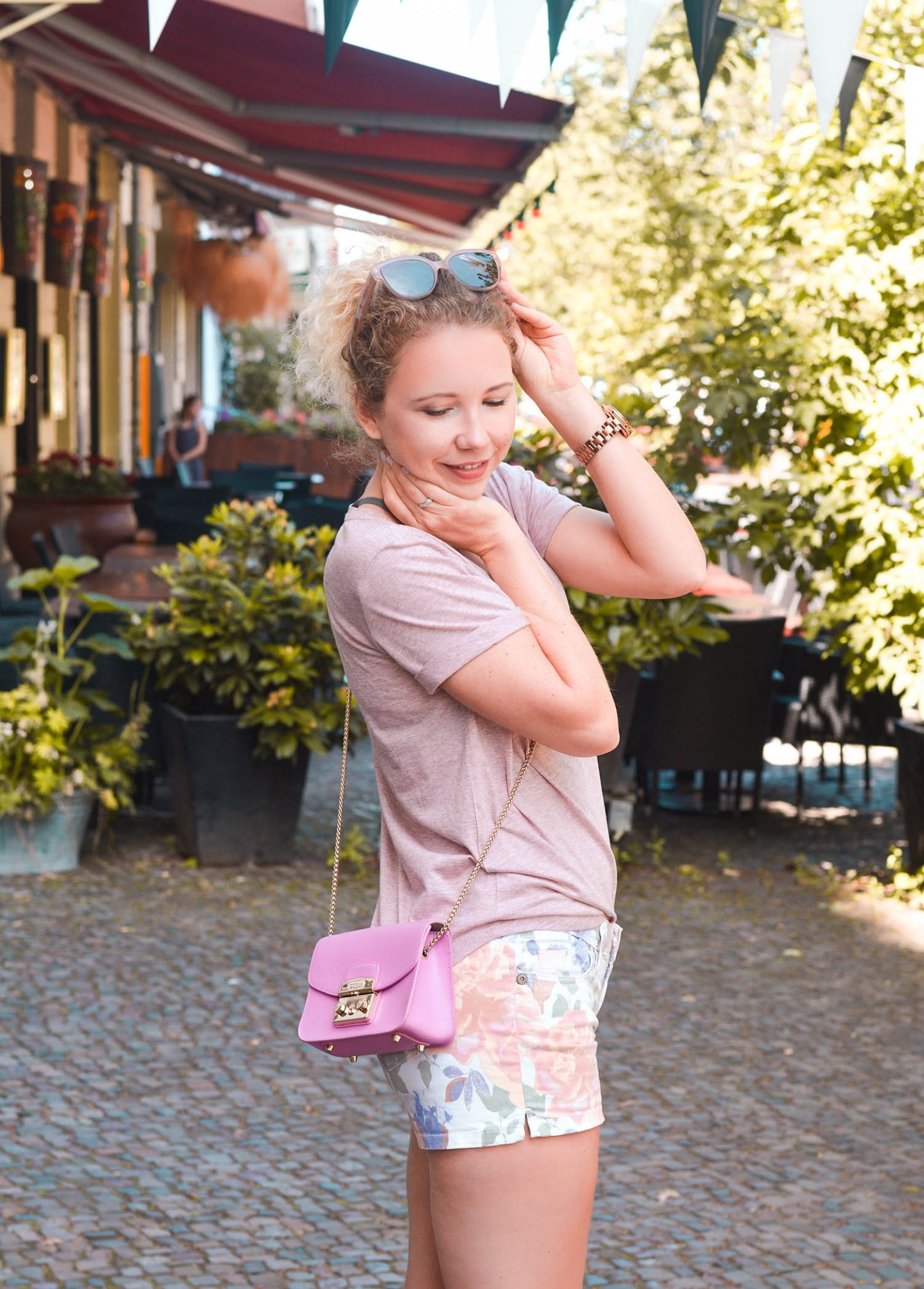 short-shirts kombi mit statement bag - Kationette