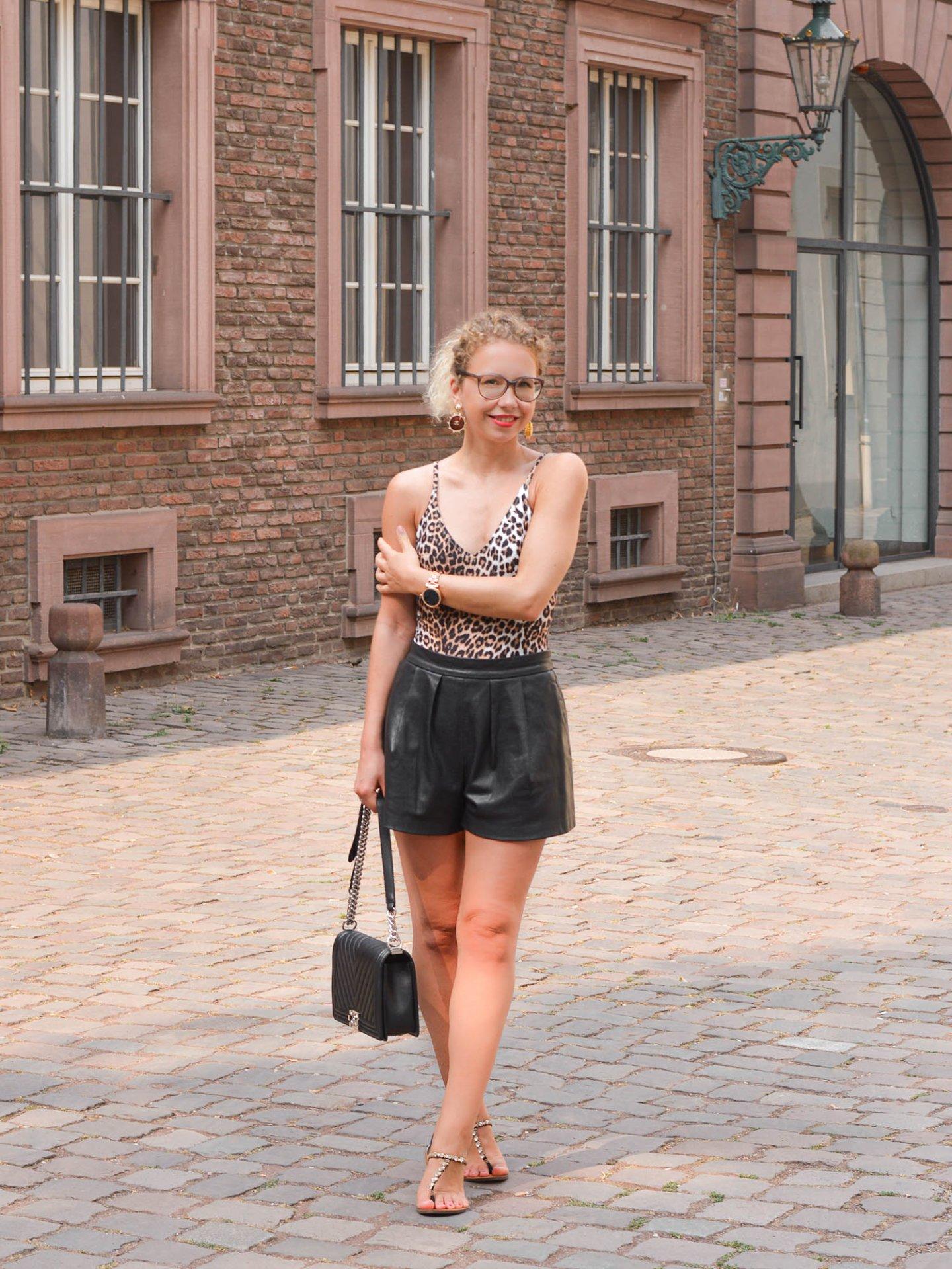 Knappes Outfit für heiße Spätsommertage