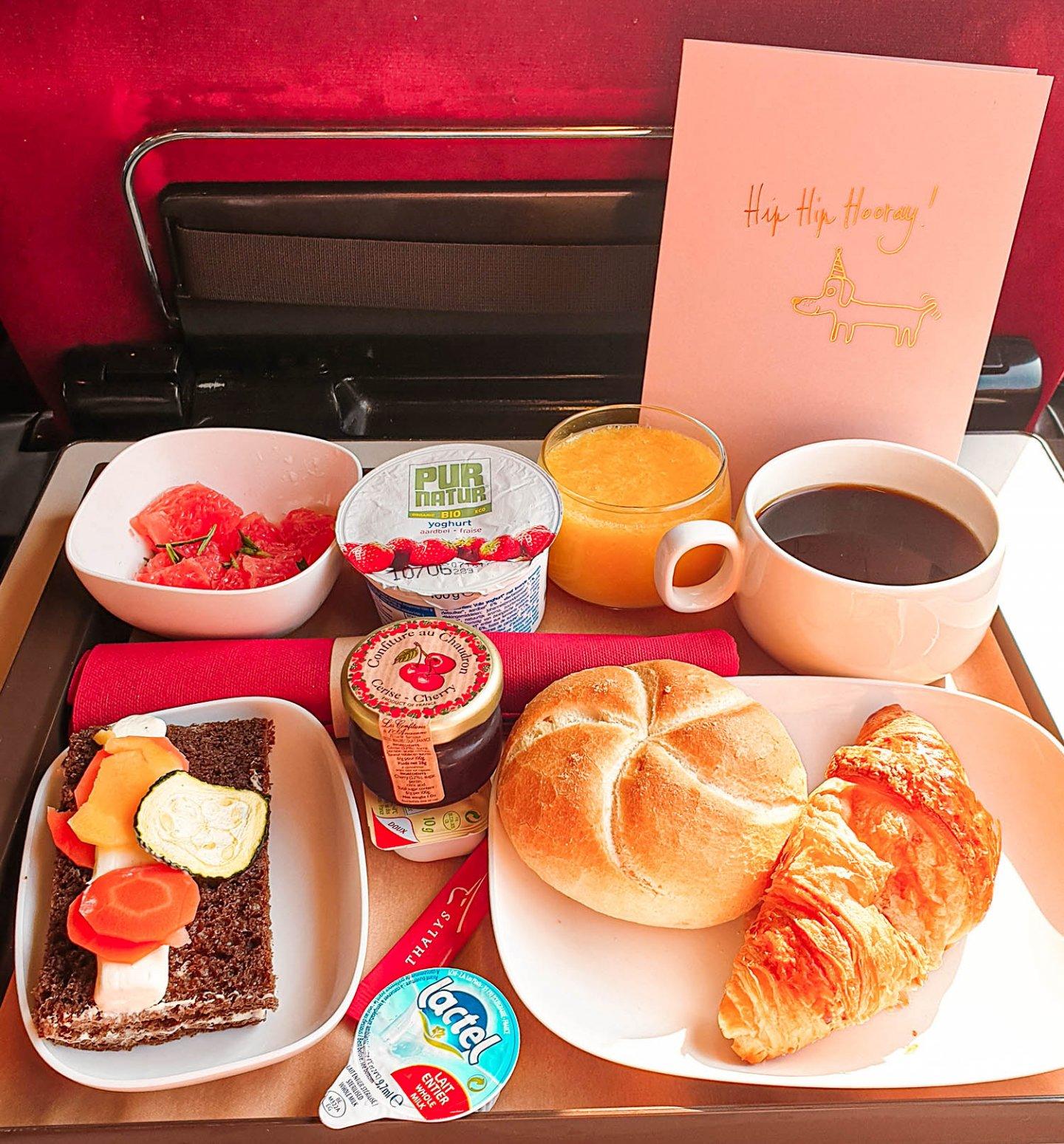 frühstück im Thalys nach Paris