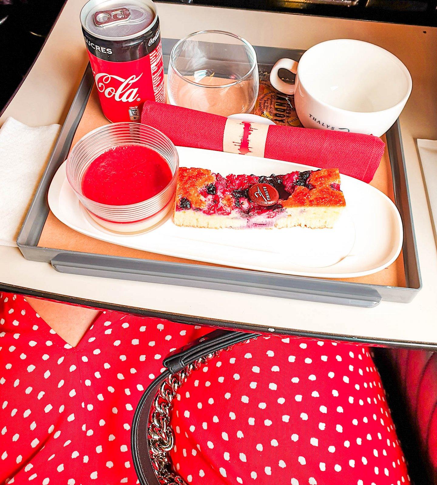 Kaffee und Kuchen im Thalys