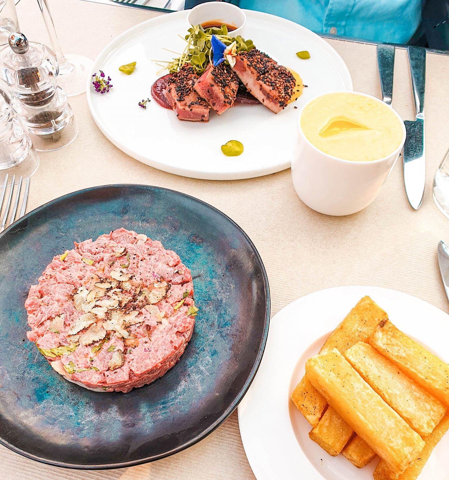 Steak Tatare und Thunfisch Steak, Kong Restaurant Paris