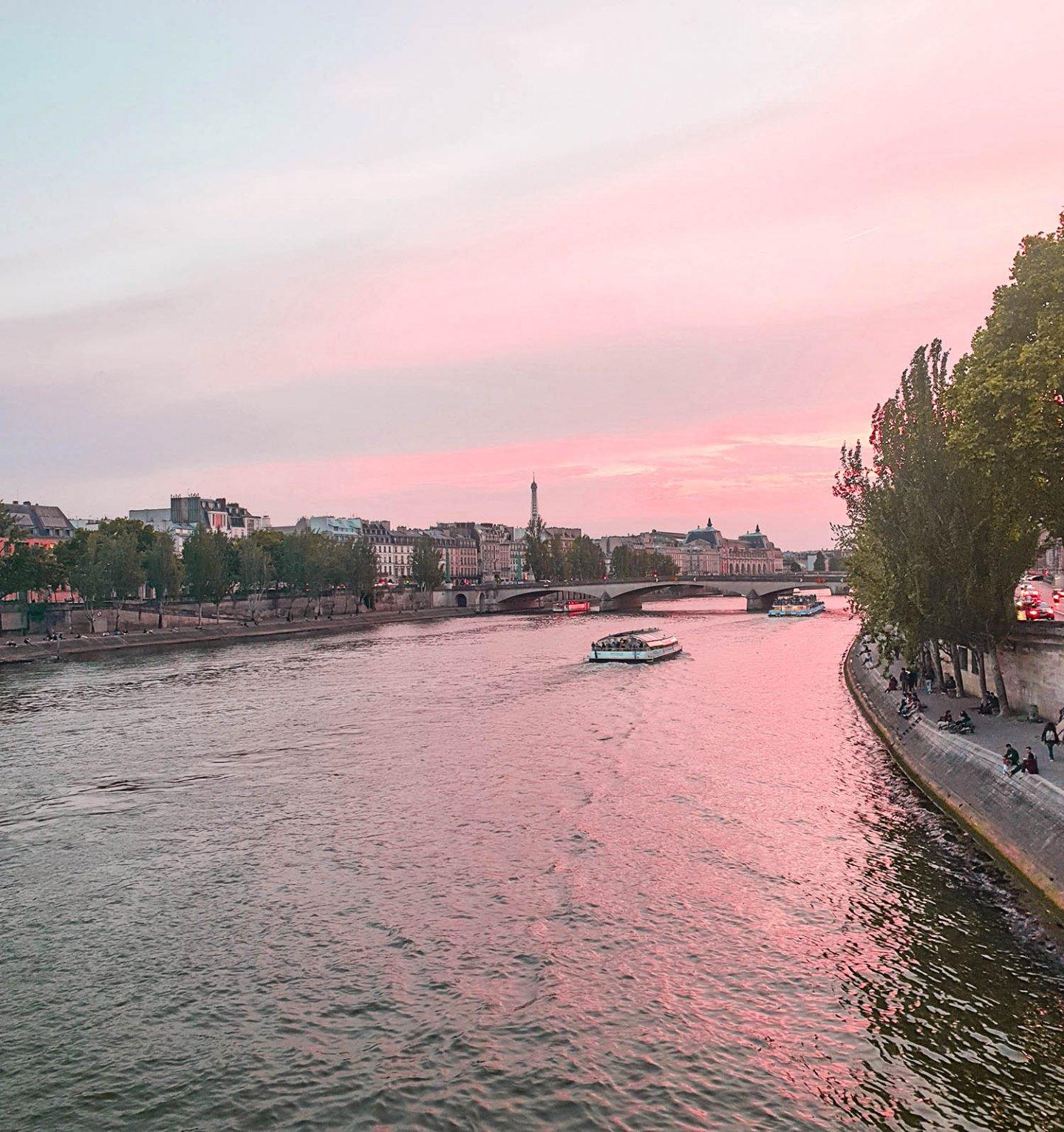 paris Sonnenuntergang an der Seine und Eiffelturm