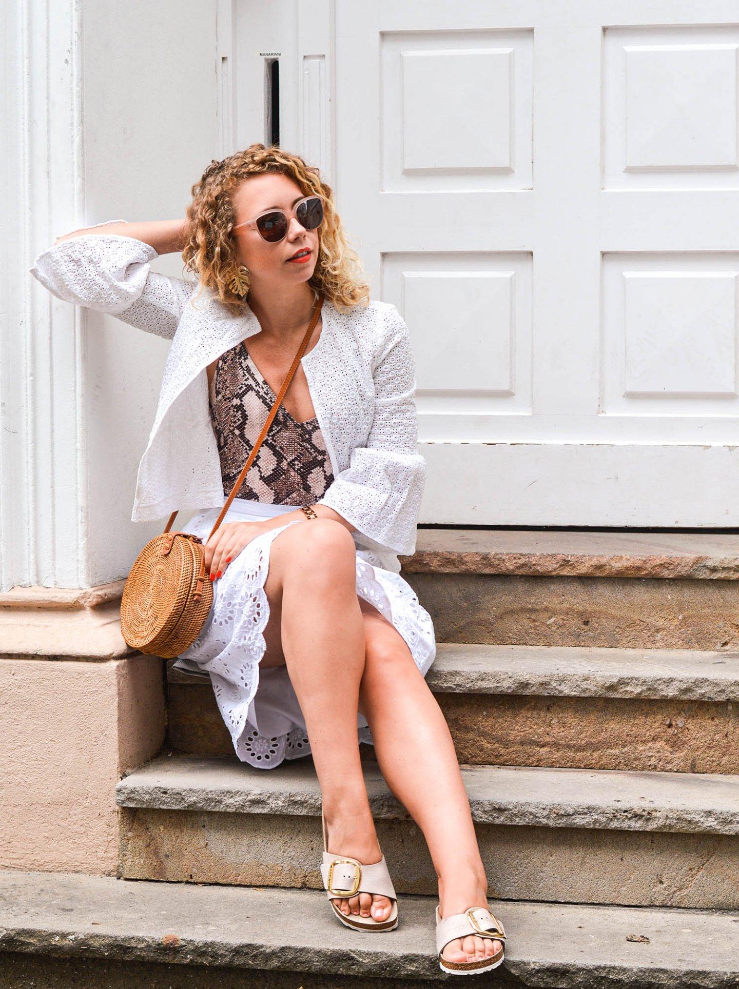 Sommeroutfit in weiß mit bali bag