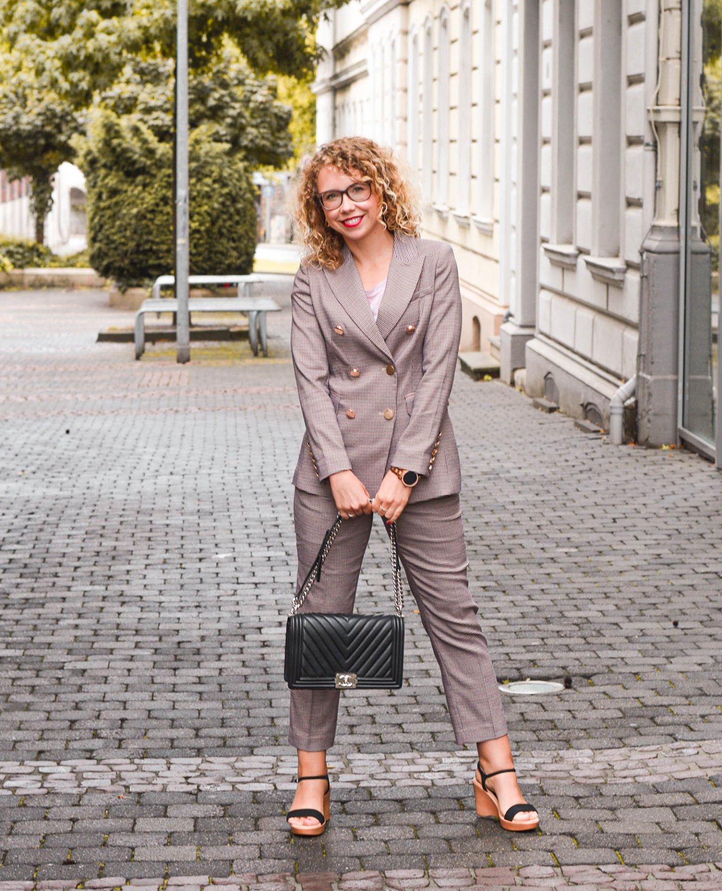 girlboss outfit mit damen Hosenanzug
