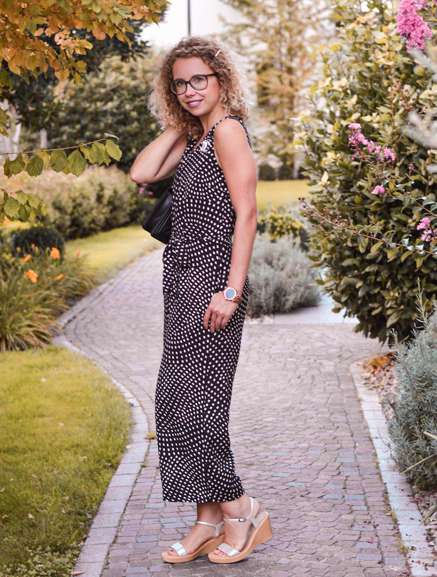 Eleganter Jumpsuit mit Chanel Boy Bag für ein Dinner im Hotel Hohenwart, Südtirol